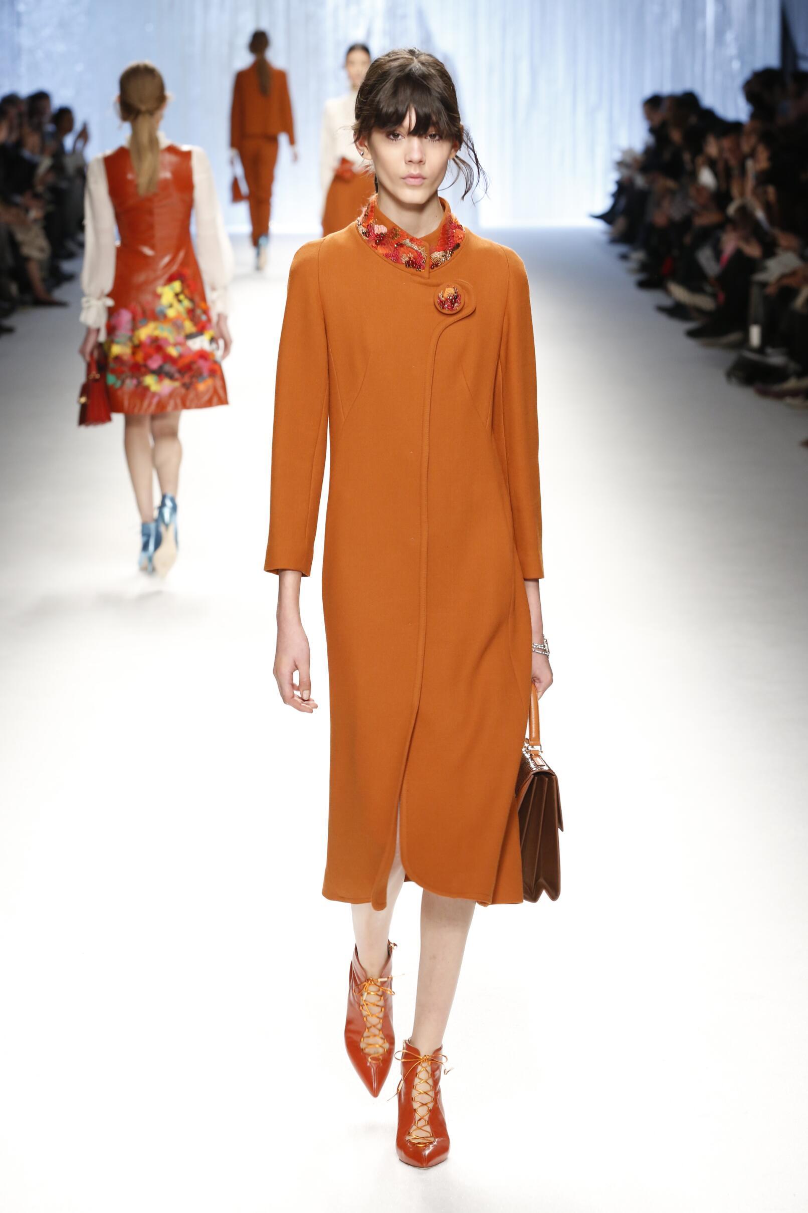 Shiatzy Chen Collection Woman Paris Fashion Week