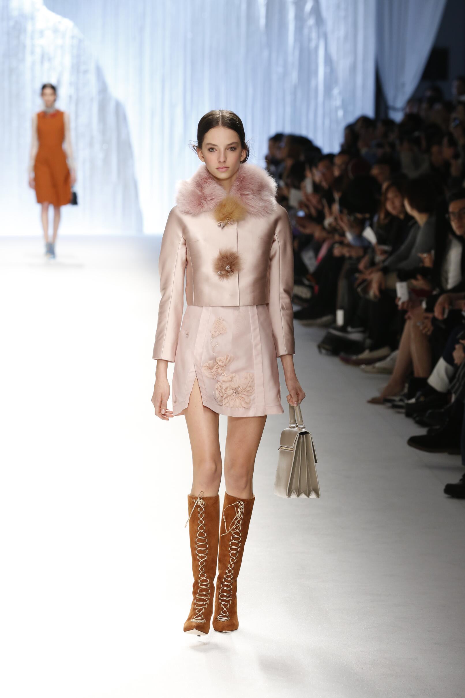 Shiatzy Chen Fall Winter 2015 16 Womens Collection Paris Fashion Week