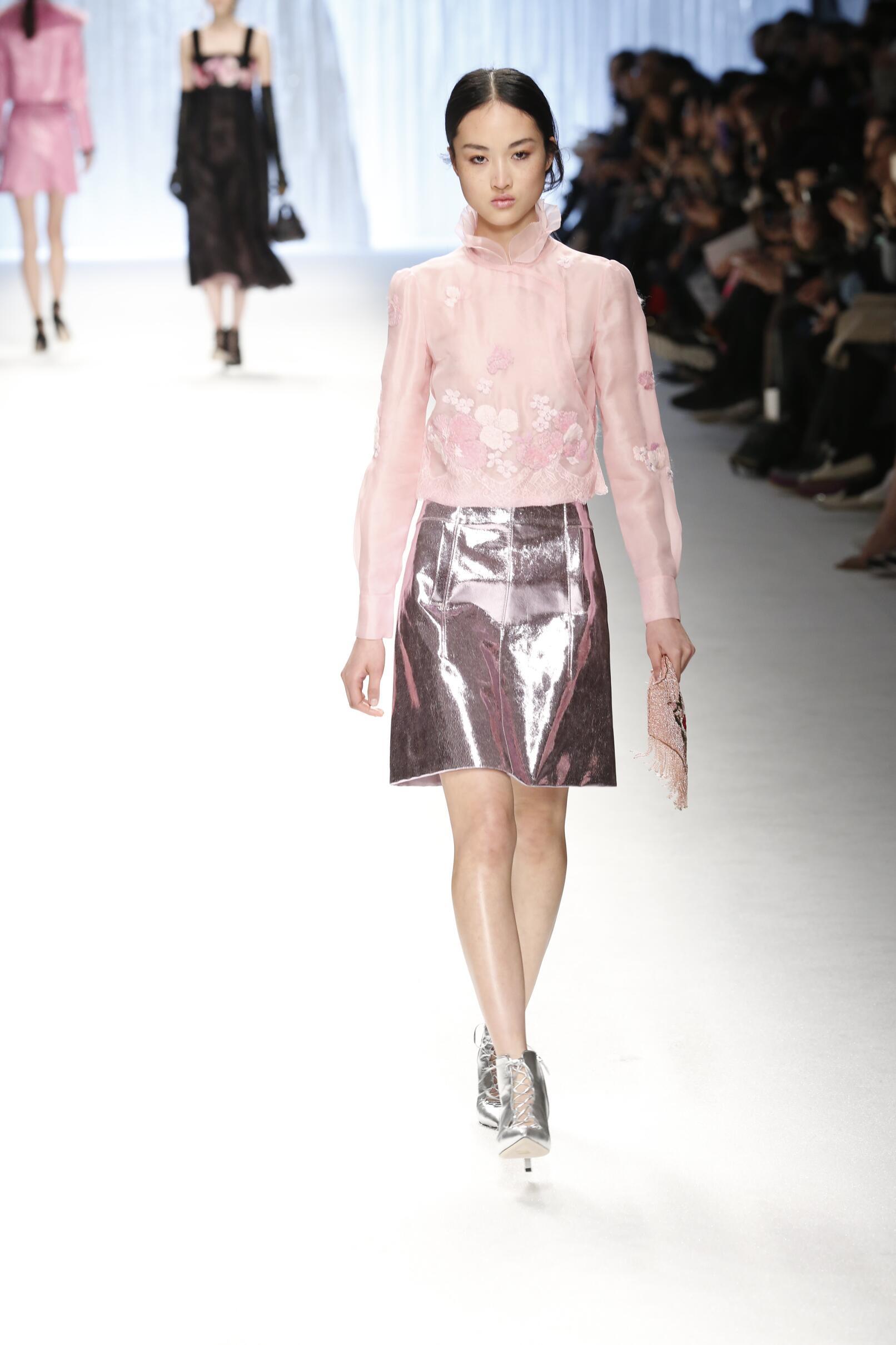 Shiatzy Chen Fall Winter 2015 16 Womenswear Collection Paris Fashion Week Fashion Show