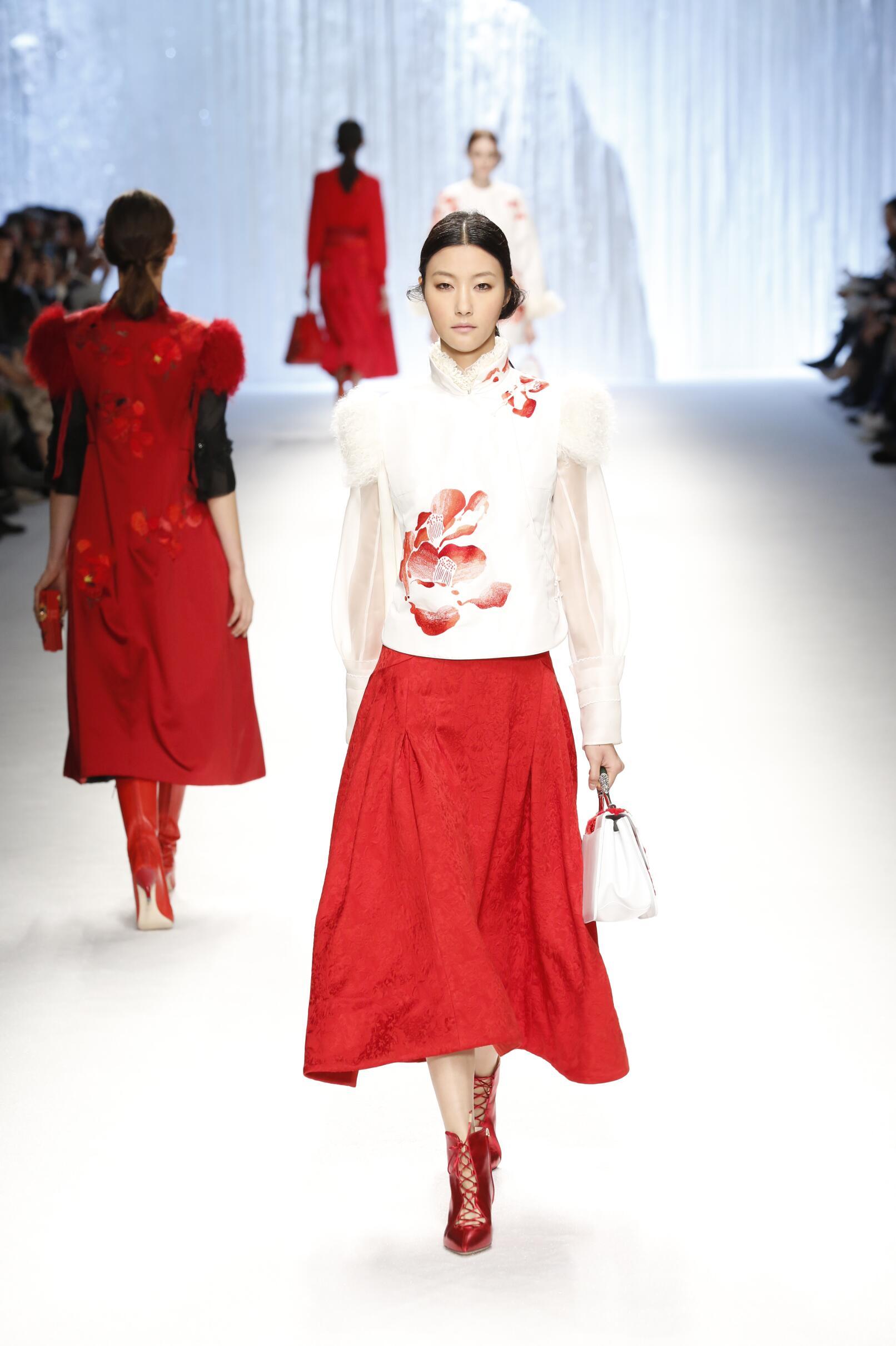 Shiatzy Chen Fashion Show