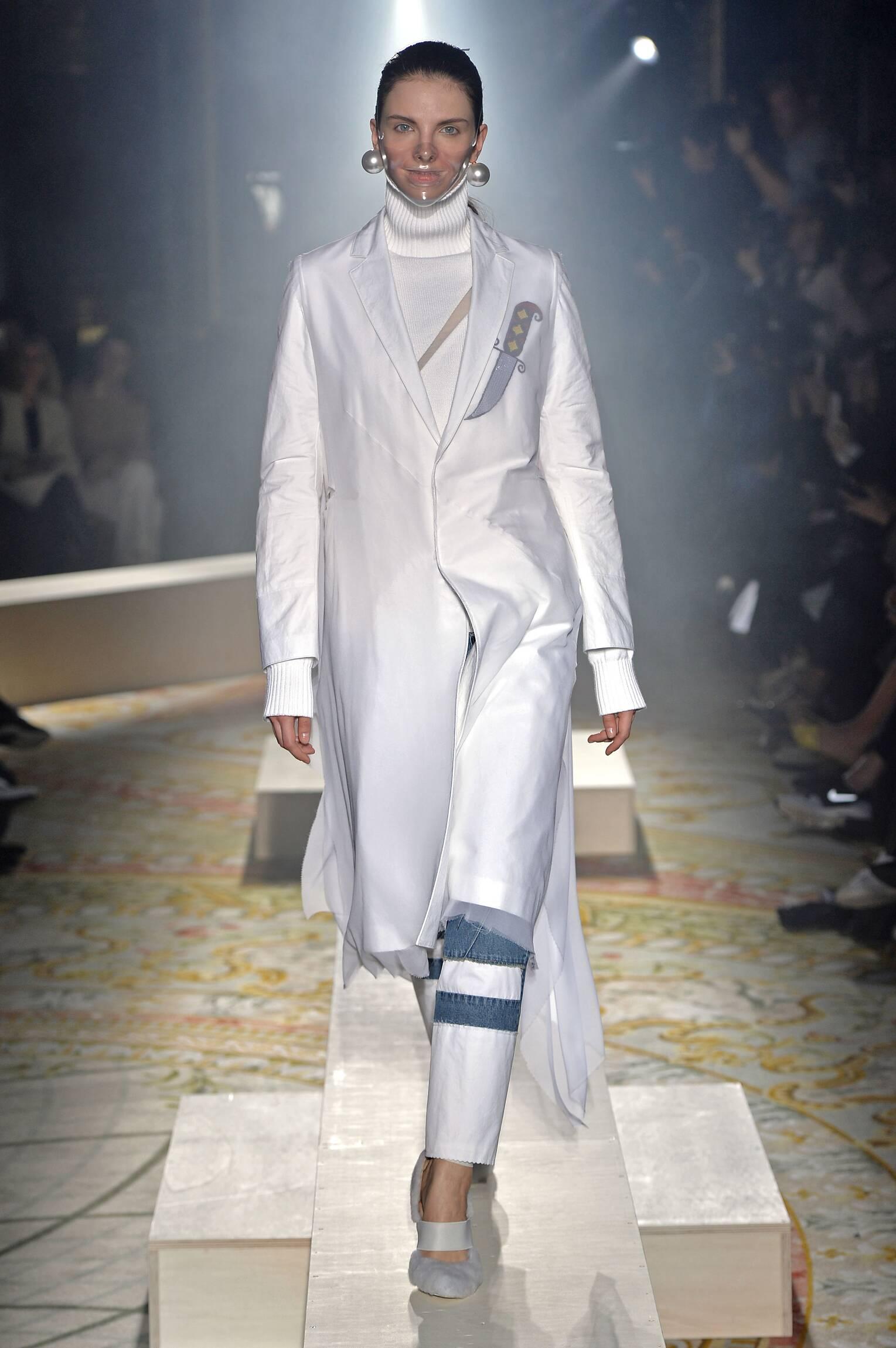 Undercover Fall Winter 2015 16 Womenswear Collection Paris Fashion Week Fashion Show