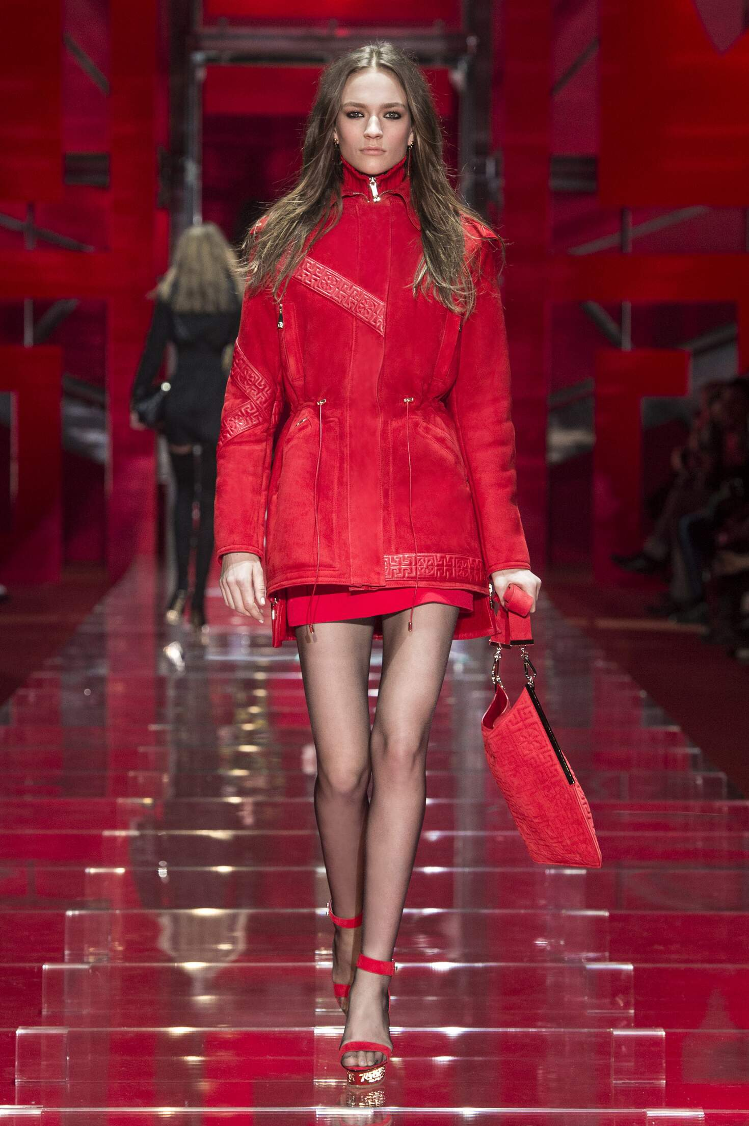 Versace Collection Fall 2015 Catwalk