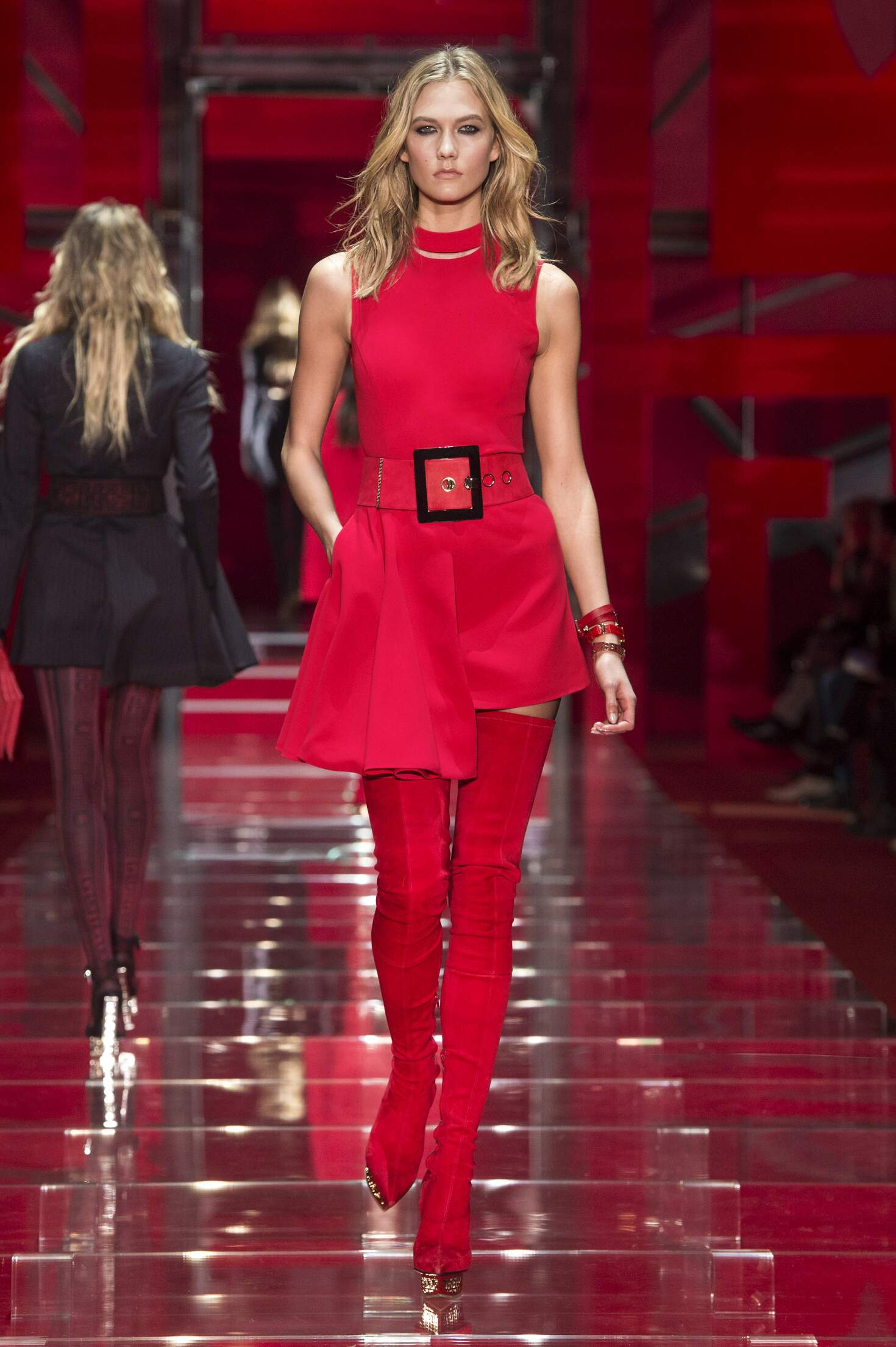 Versace Fall Winter 2015 16 Womenswear Collection Milan Fashion Week Fashion Show