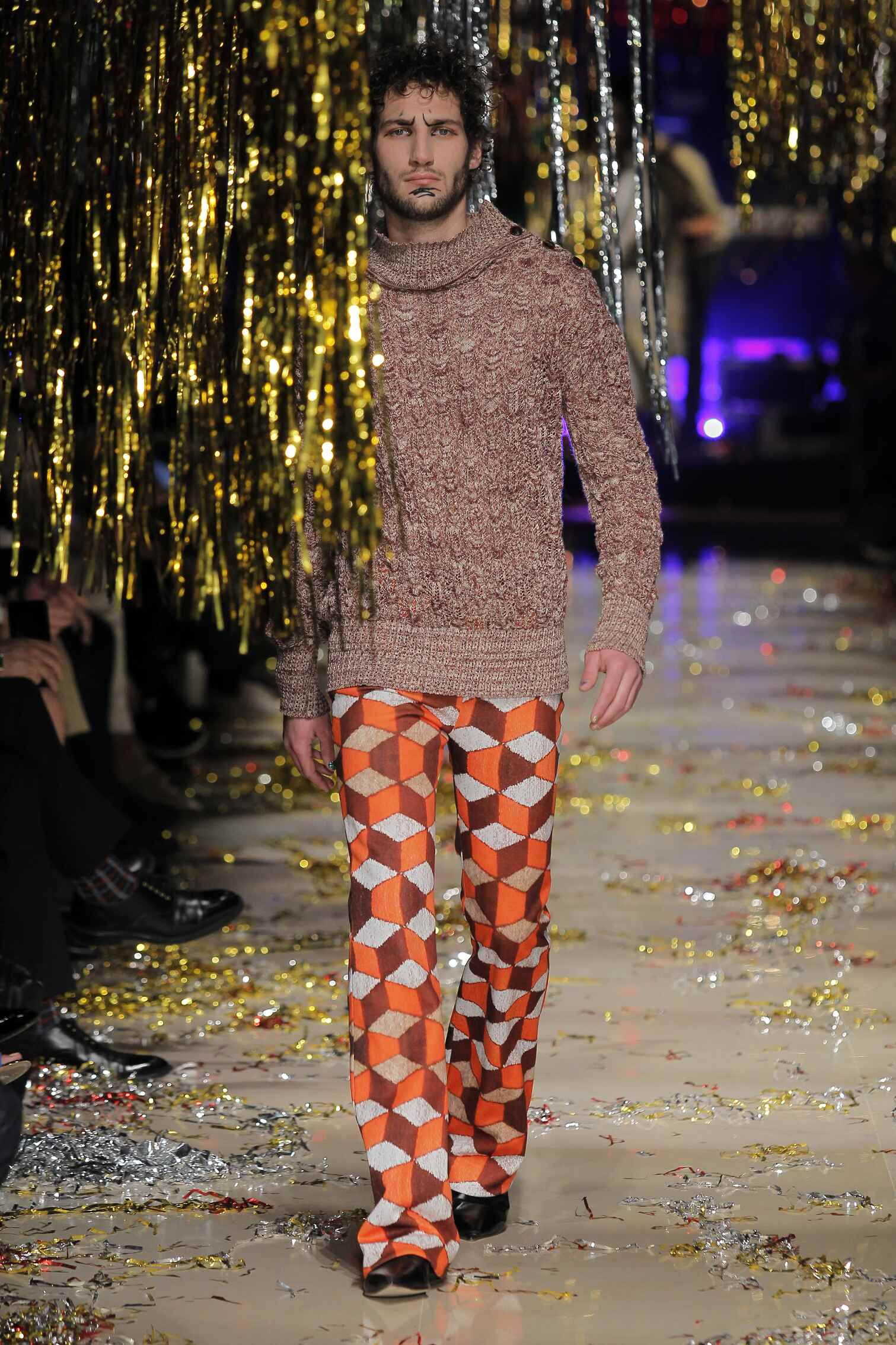 Vivienne Westwood Gold Label Collection Fall 2015 Catwalk