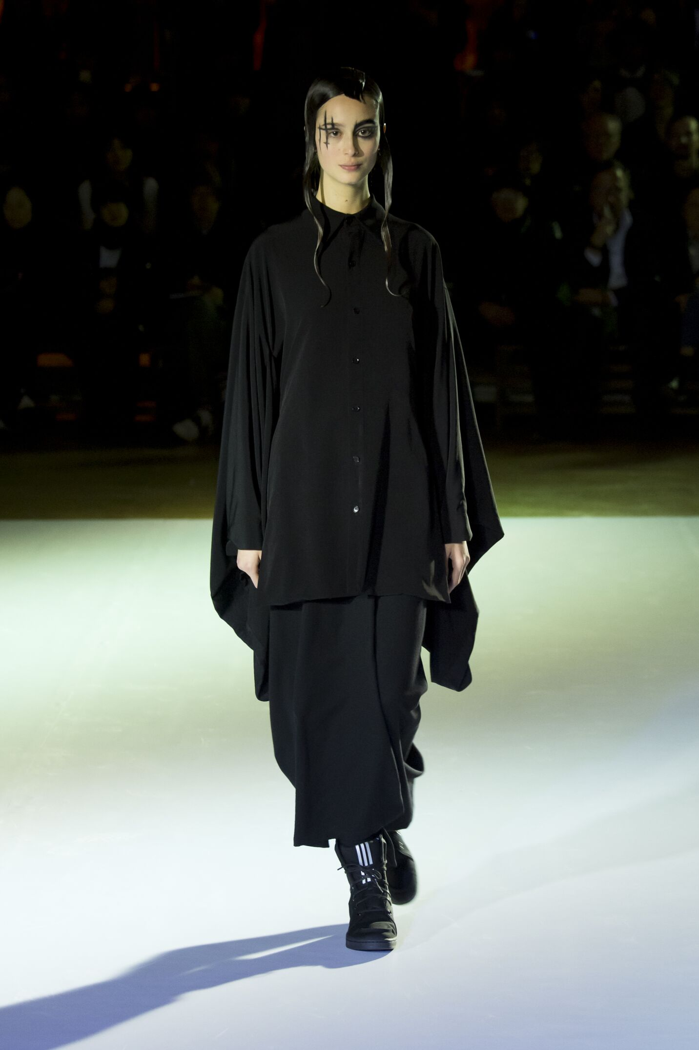YOHJI YAMAMOTO FALL WINTER 2015-16 WOMEN S COLLECTION  f83f69531
