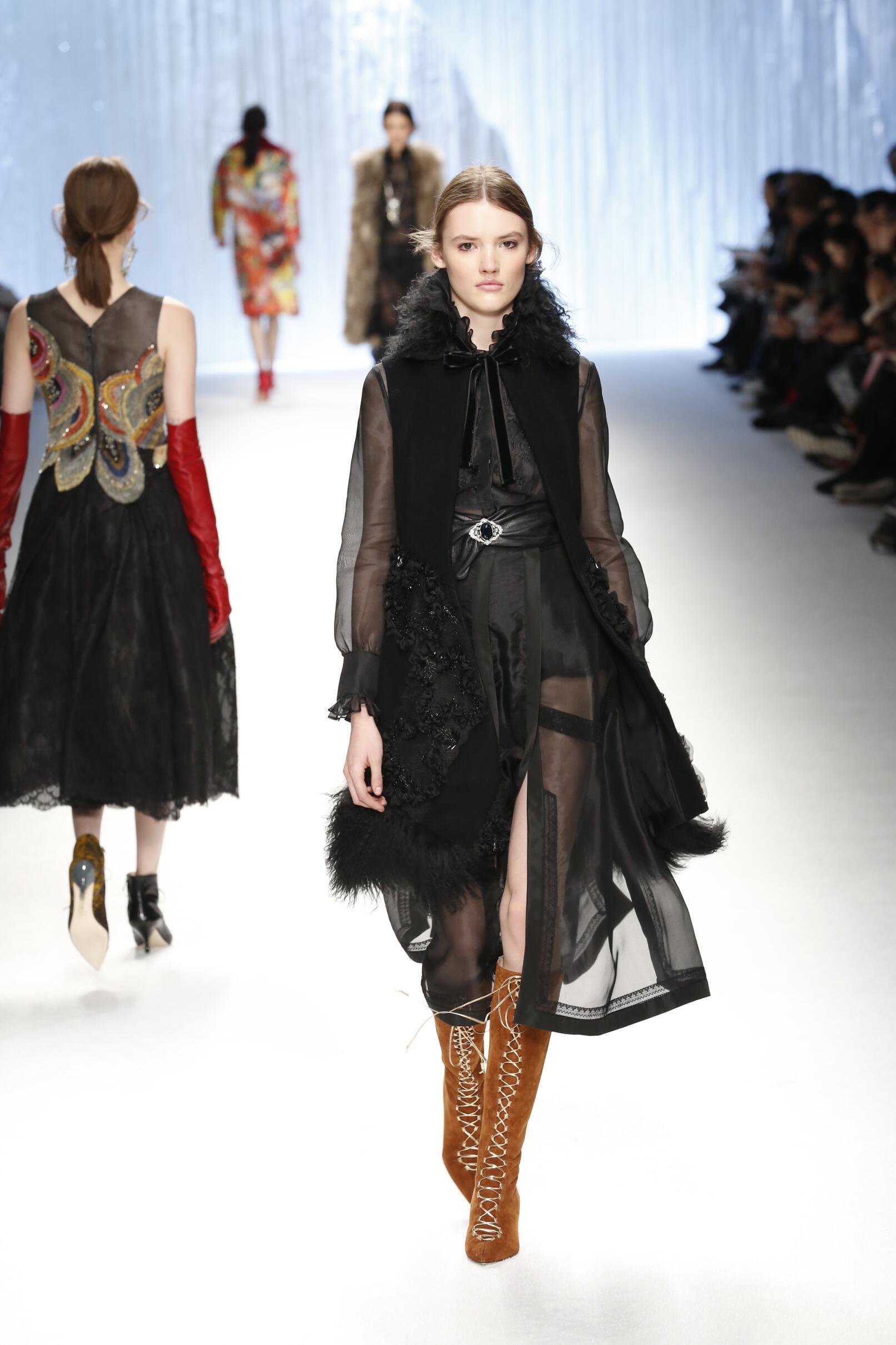 Winter Fashion Trends 2015 2016 Shiatzy Chen Collection