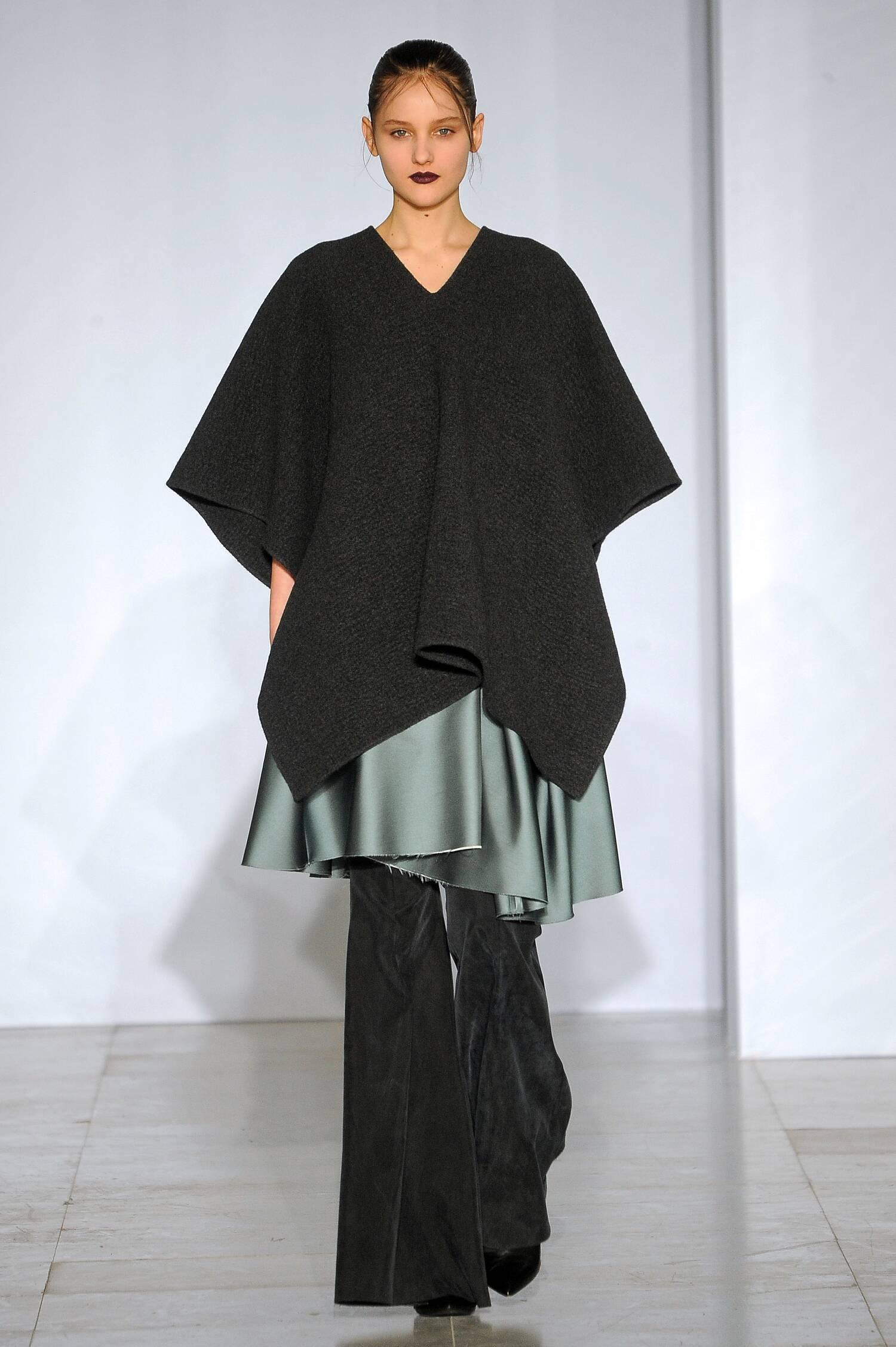 Yang Li Fall Winter 2015 16 Womenswear Collection Paris Fashion Week Fashion Show