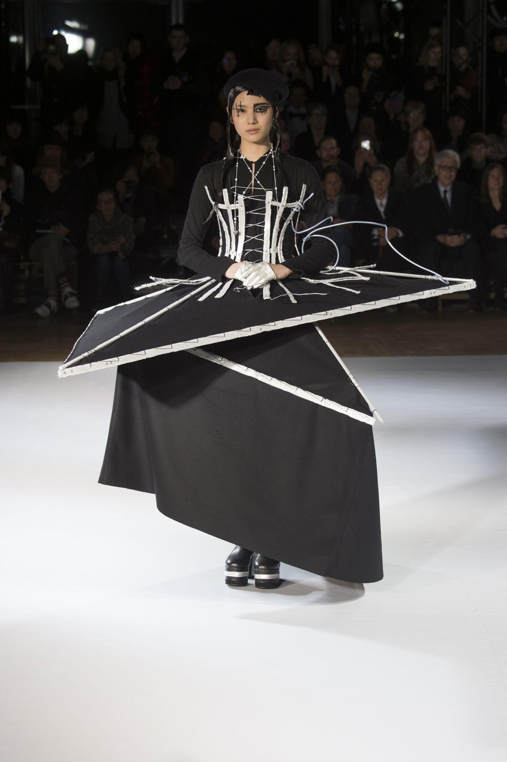 Yohji Yamamoto Collection Fall 2015 Catwalk
