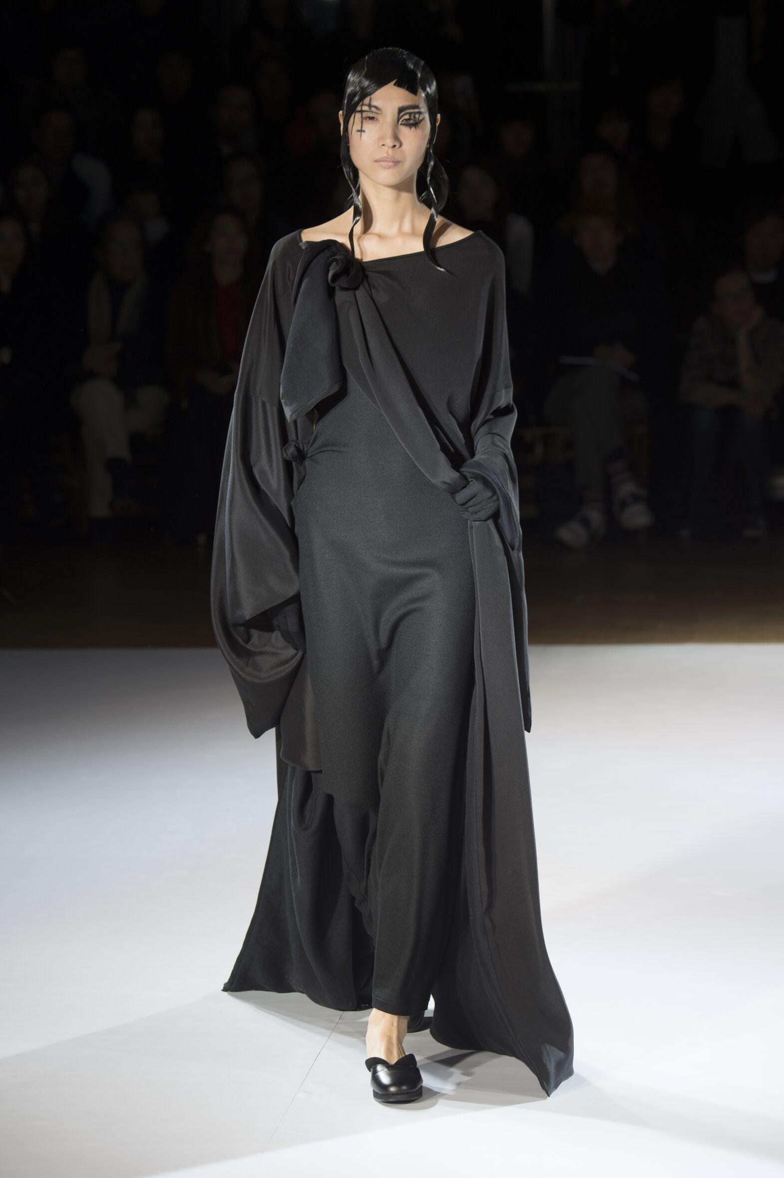 Yohji Yamamoto Collection Fashion Show FW 2015 2016