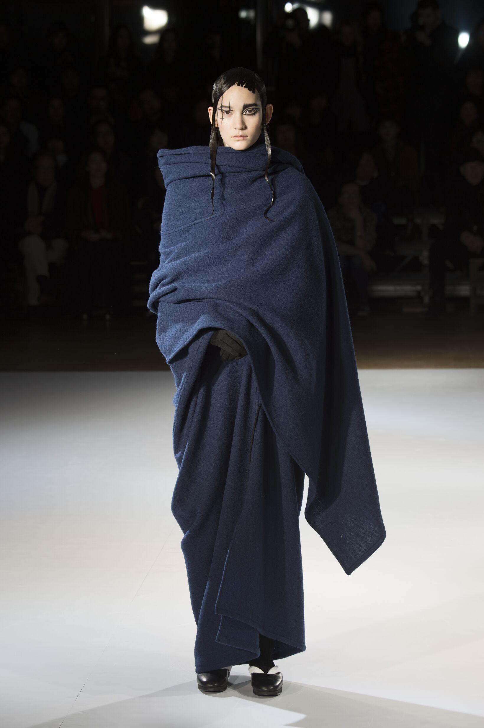 Yohji Yamamoto Collection Winter 2015 Catwalk