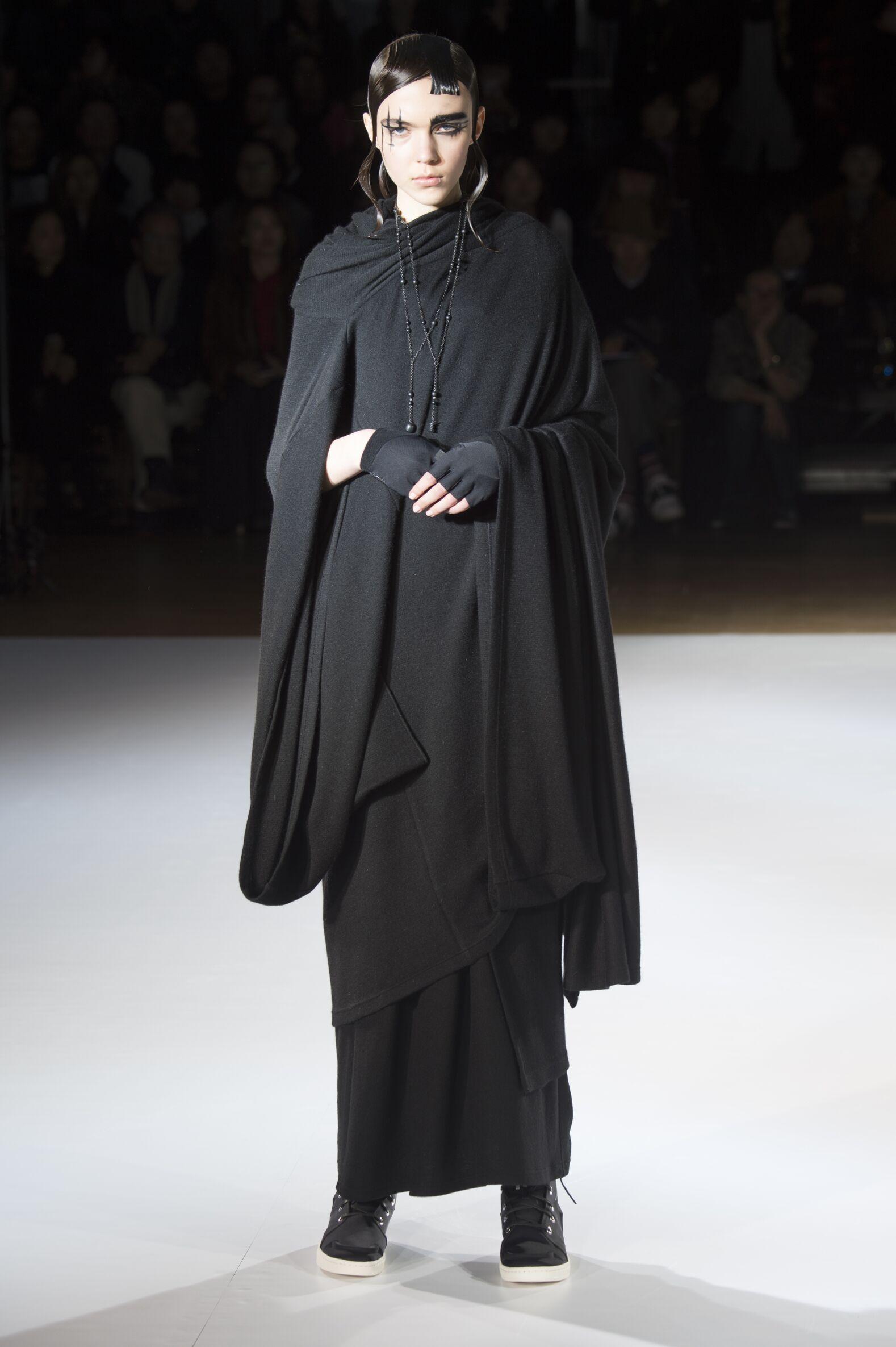 Yohji Yamamoto Collection Woman Paris Fashion Week