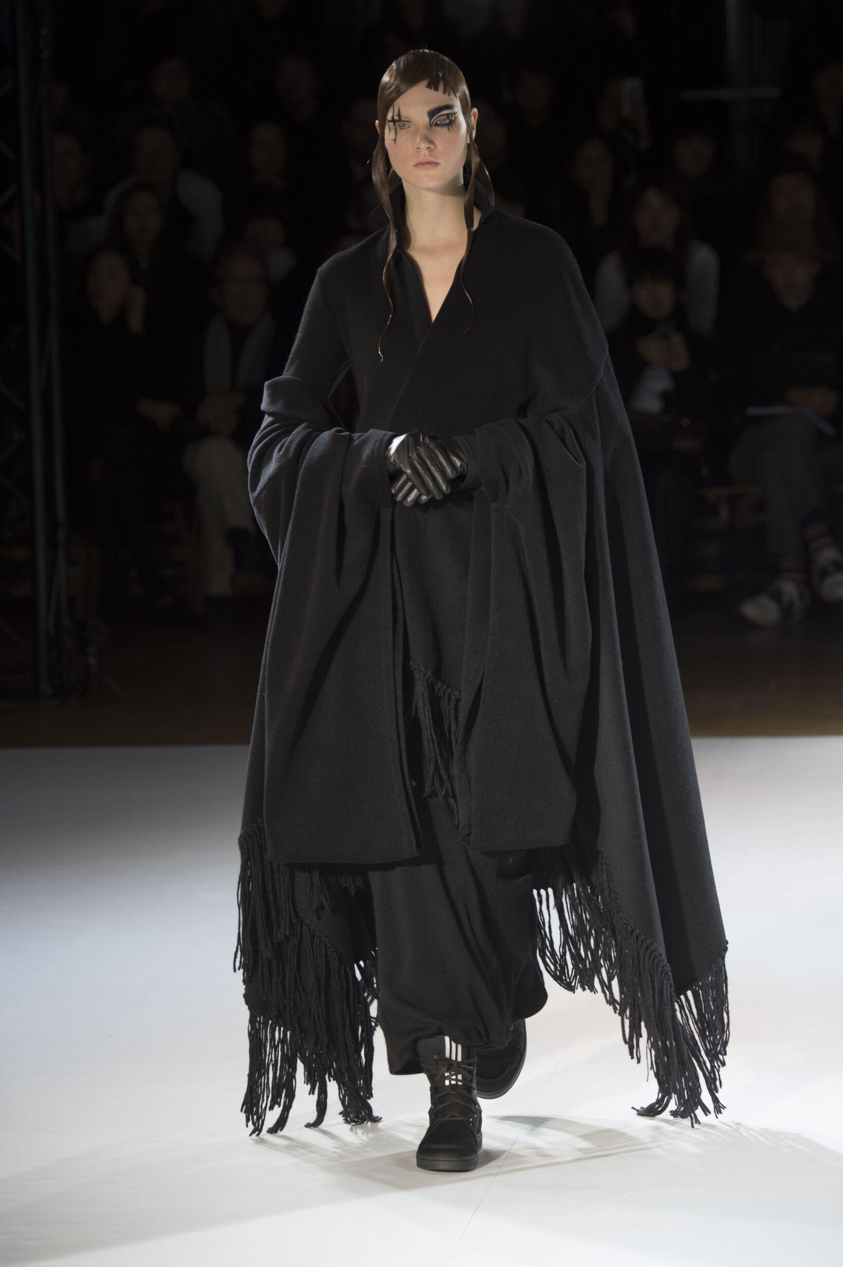 Yohji Yamamoto Fall Winter 2015 16 Women's Collection Paris Fashion Week