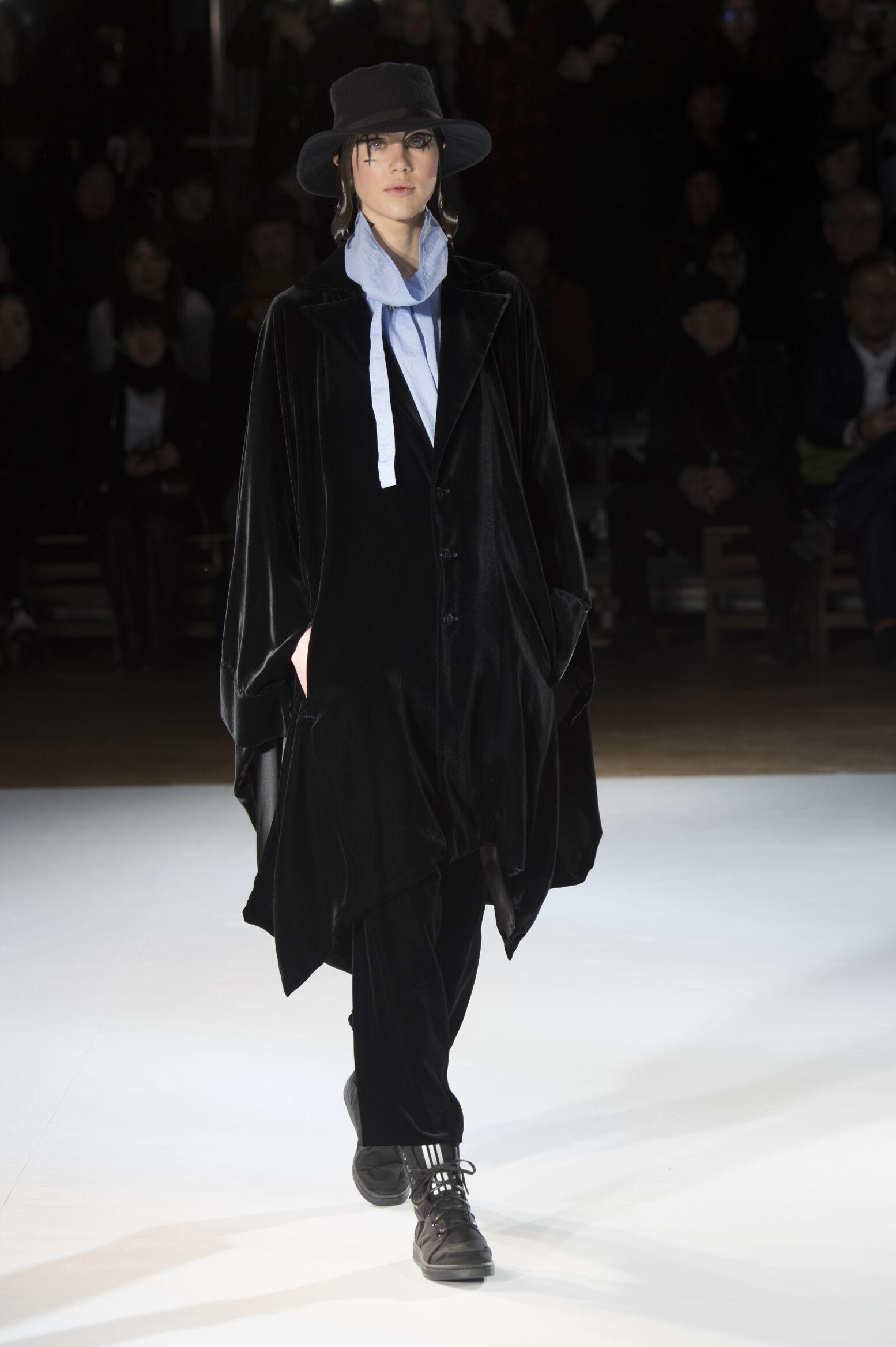 Yohji Yamamoto Women's Collection 2015 2016