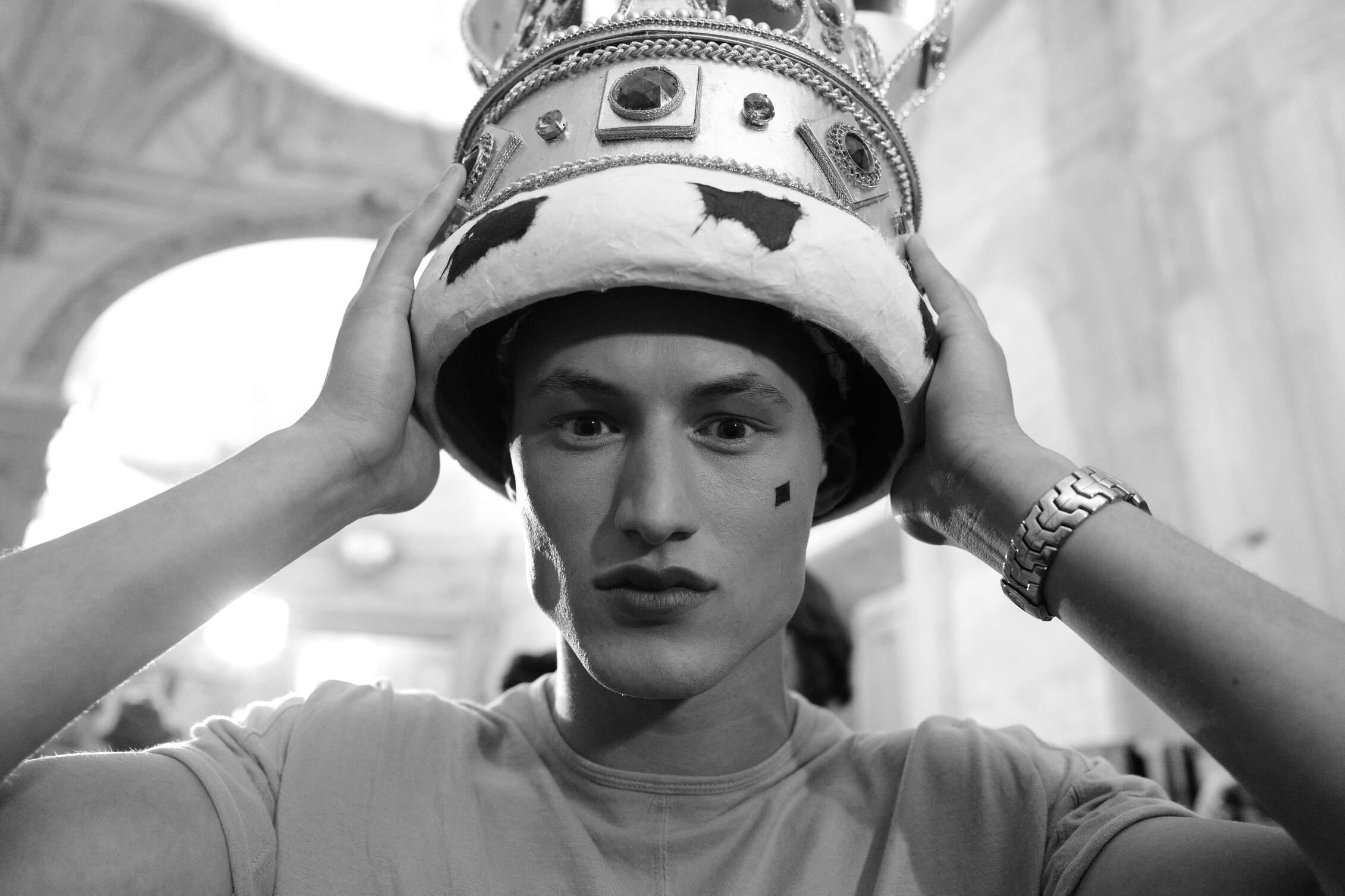 Model Backstage Moschino Pitti Uomo