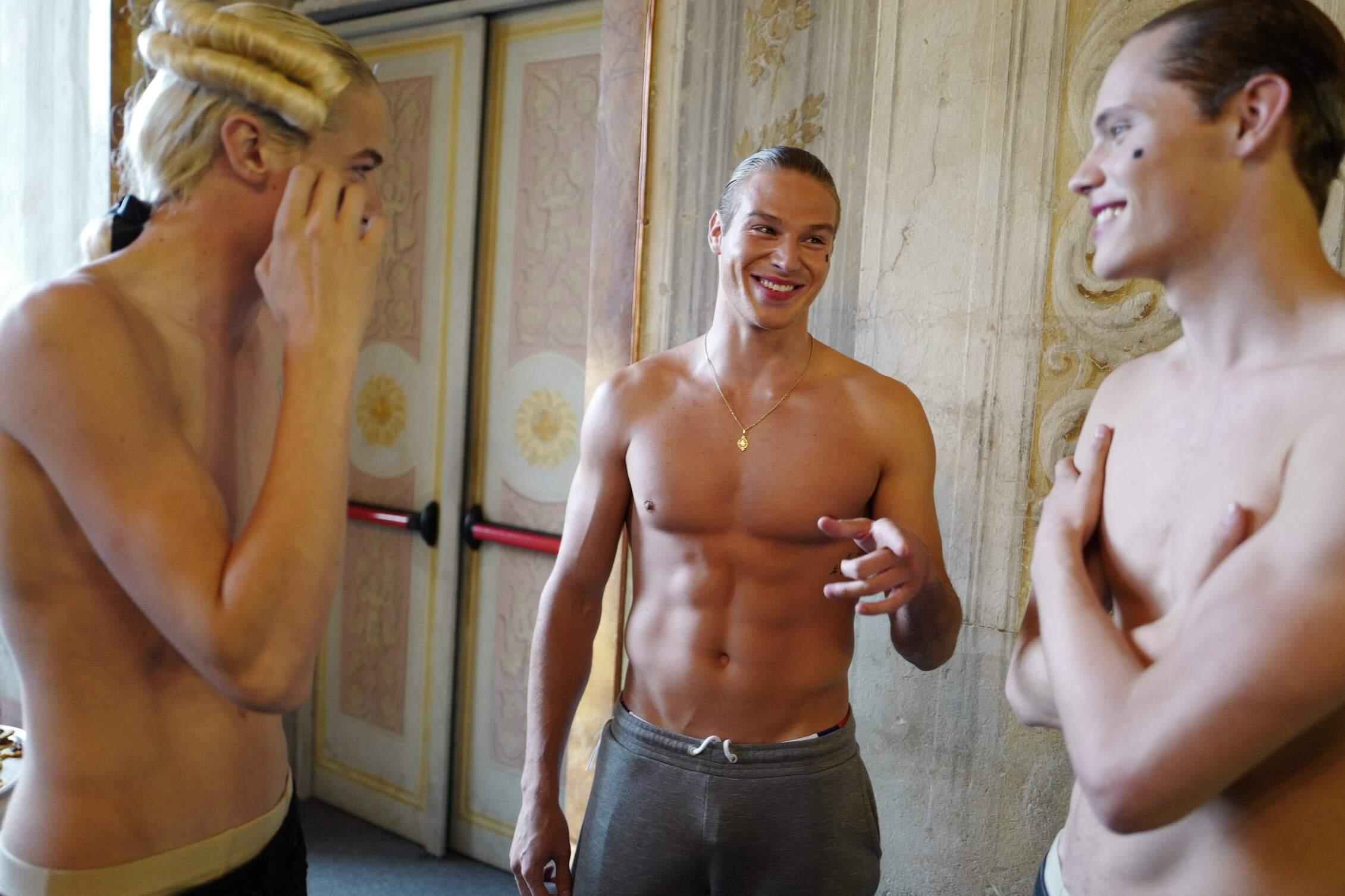 Models Backstage Moschino Pitti Immagine