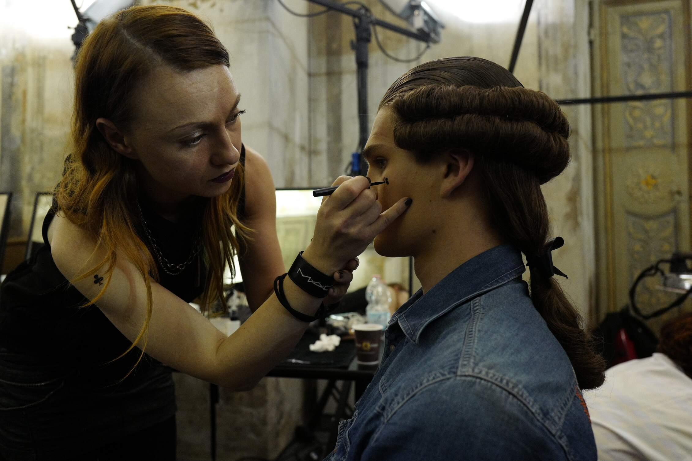 SS 2016 Backstage Moschino Make Up