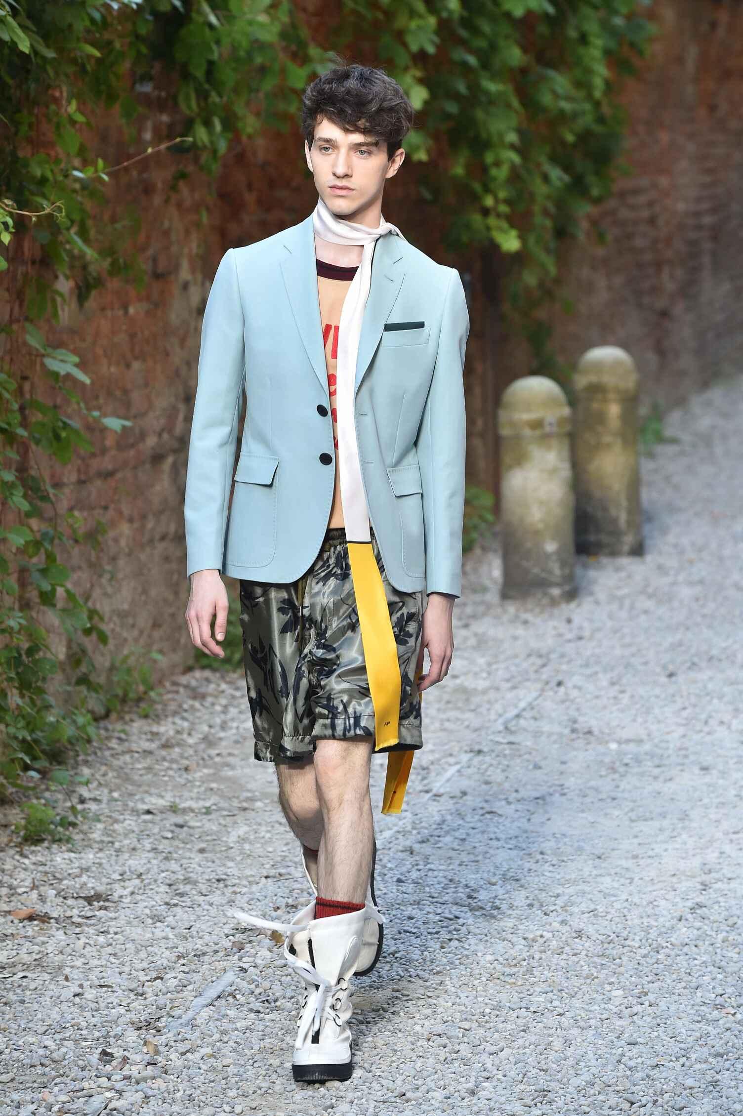 2016 Fashion Man Model Andrea Pompilio Collection Catwalk