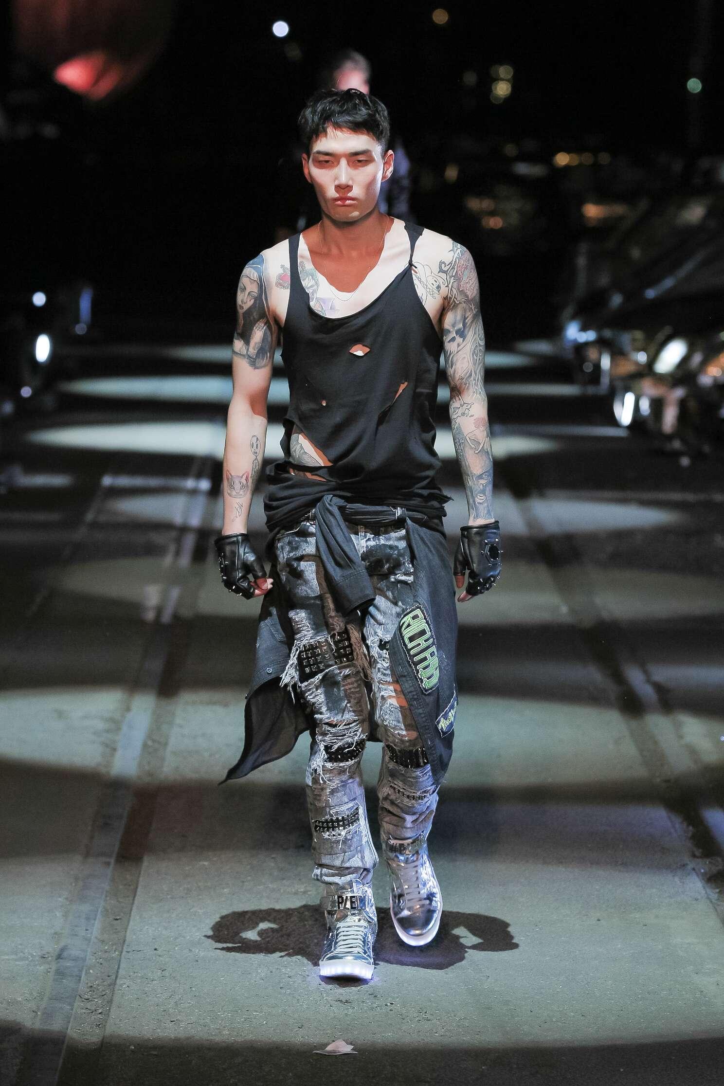 2016 Fashion Man Model Philipp Plein Collection Catwalk