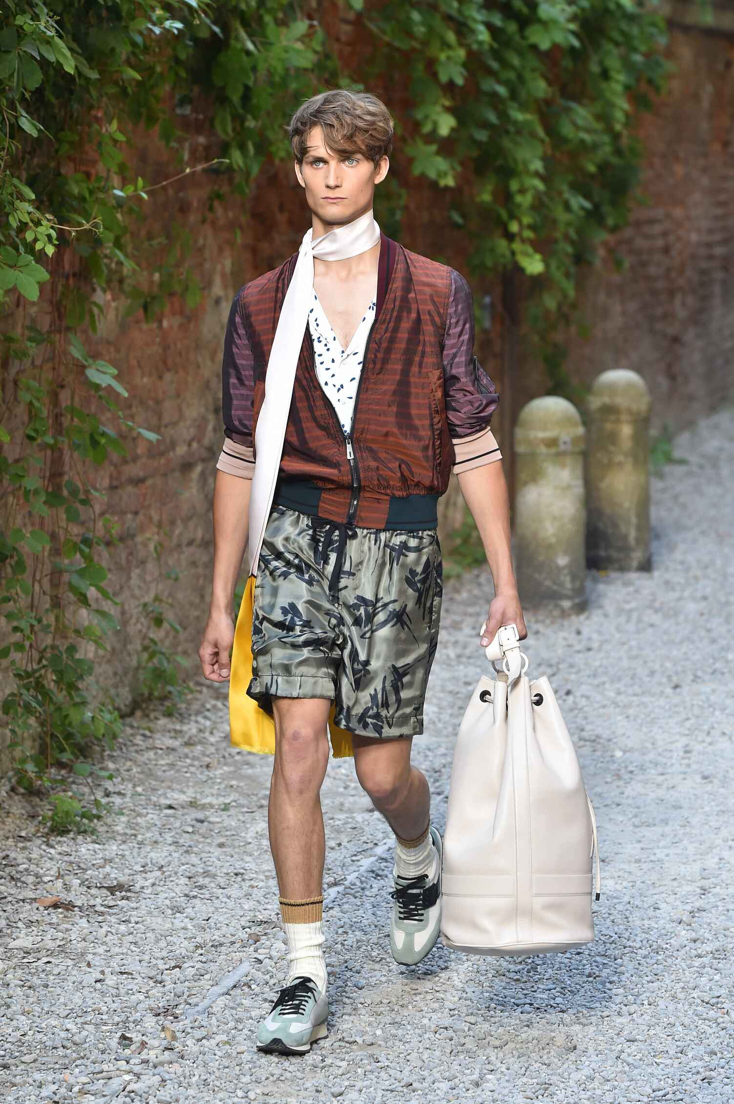 Andrea Pompilio Collection Spring 2016 Catwalk