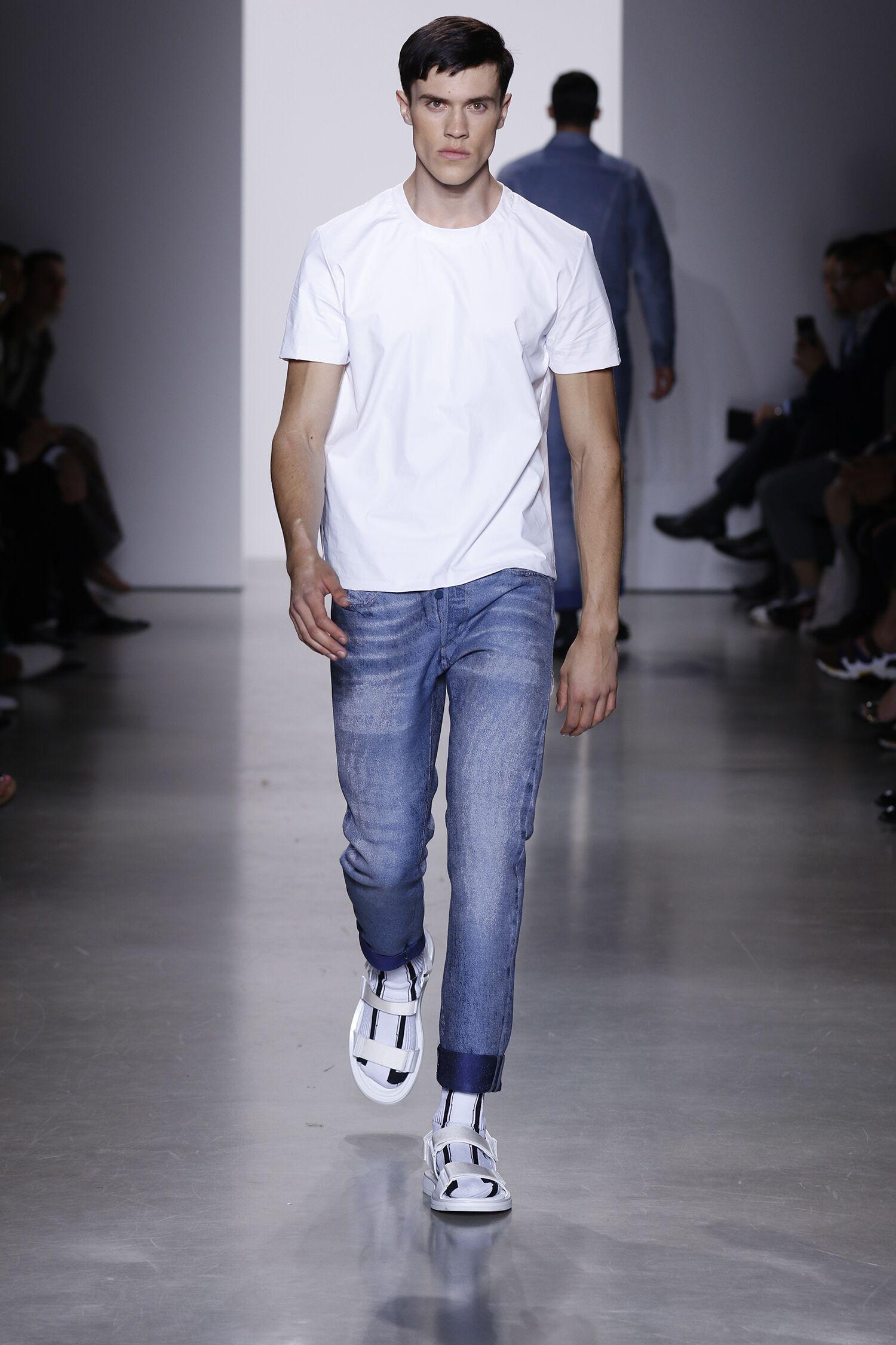 Calvin Klein Collection Summer 2016 Catwalk