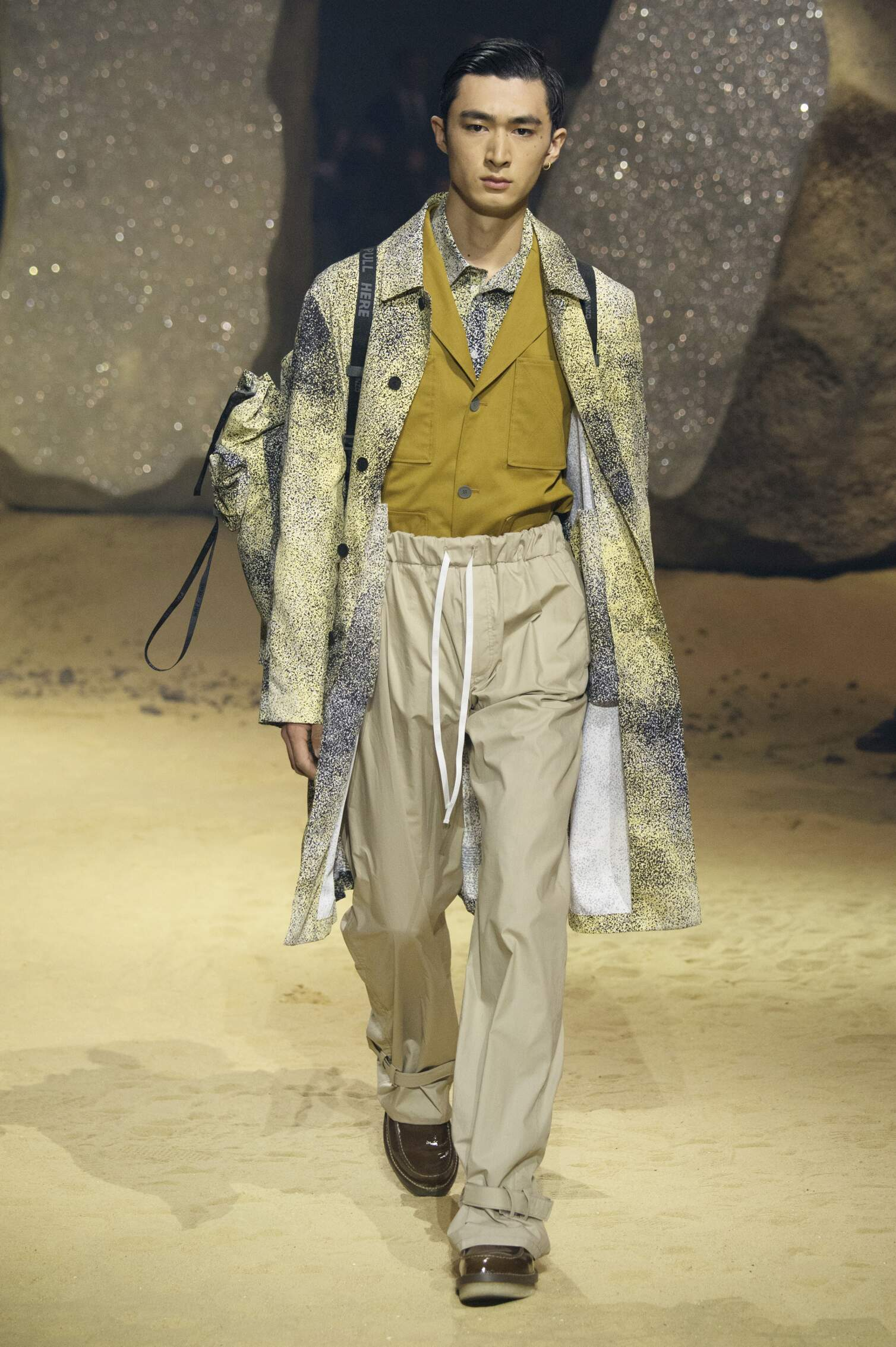 2016 Fashion Man Model Kenzo Collection Catwalk