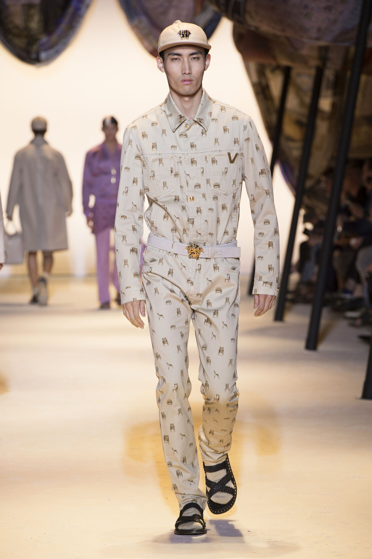 2016 Fashion Man Model Versace Collection Catwalk