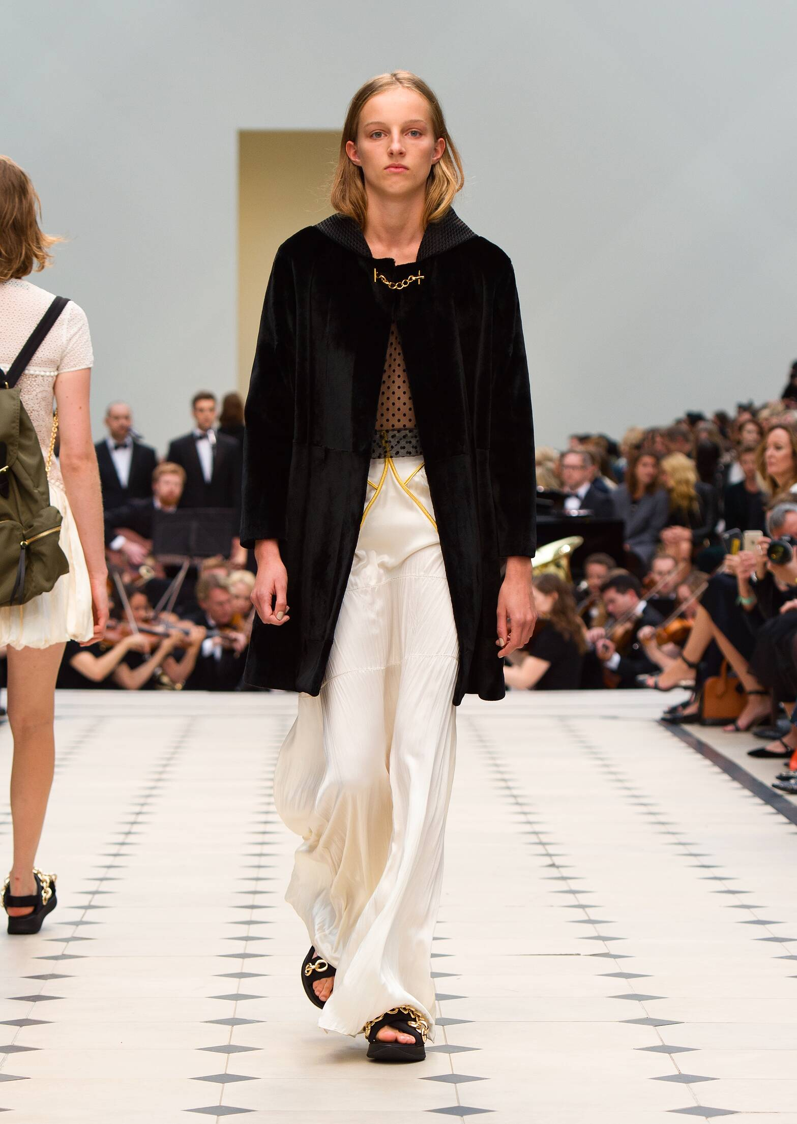 2016 Burberry Prorsum Summer Catwalk