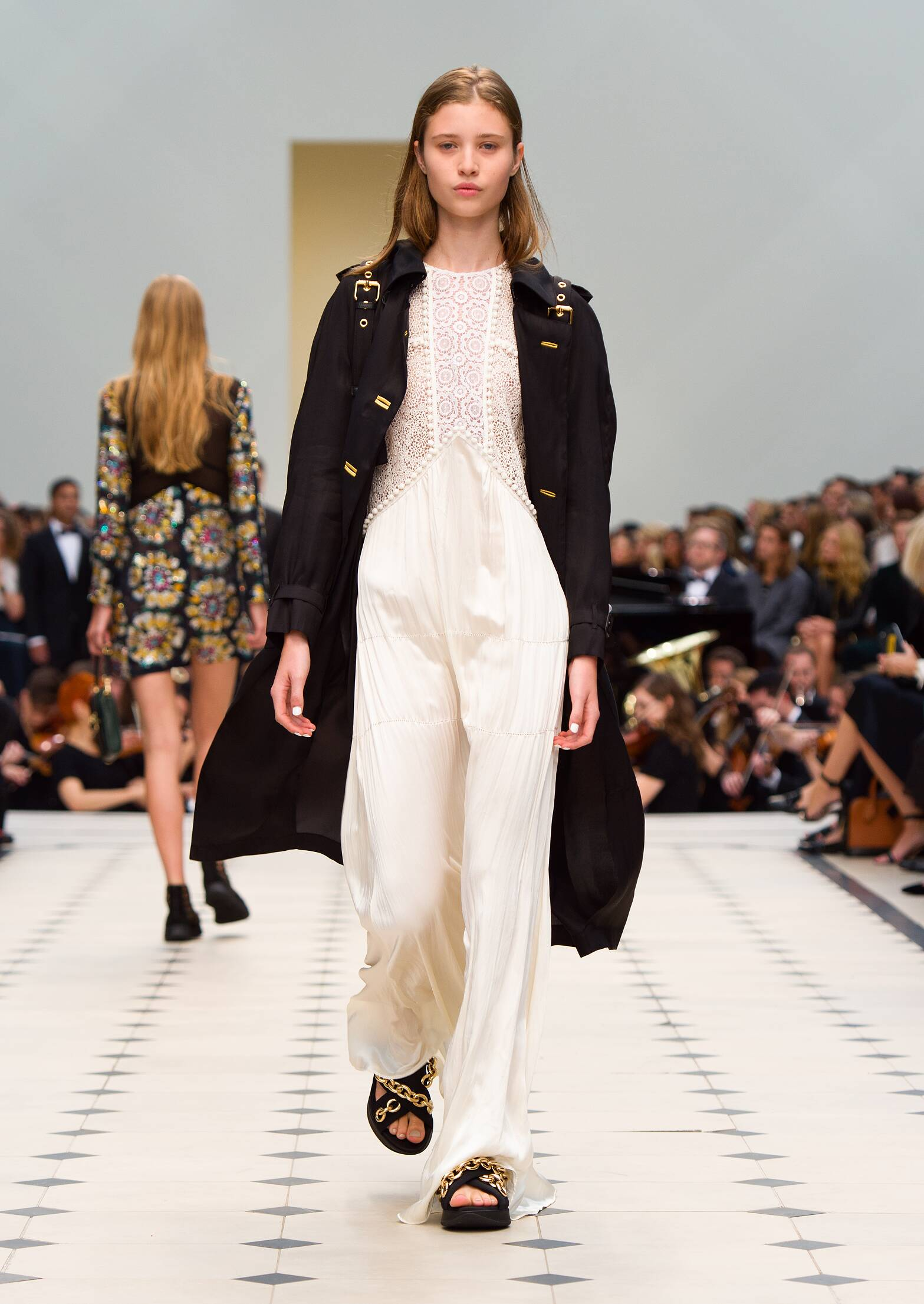 2016 Burberry Prorsum Summer Runway