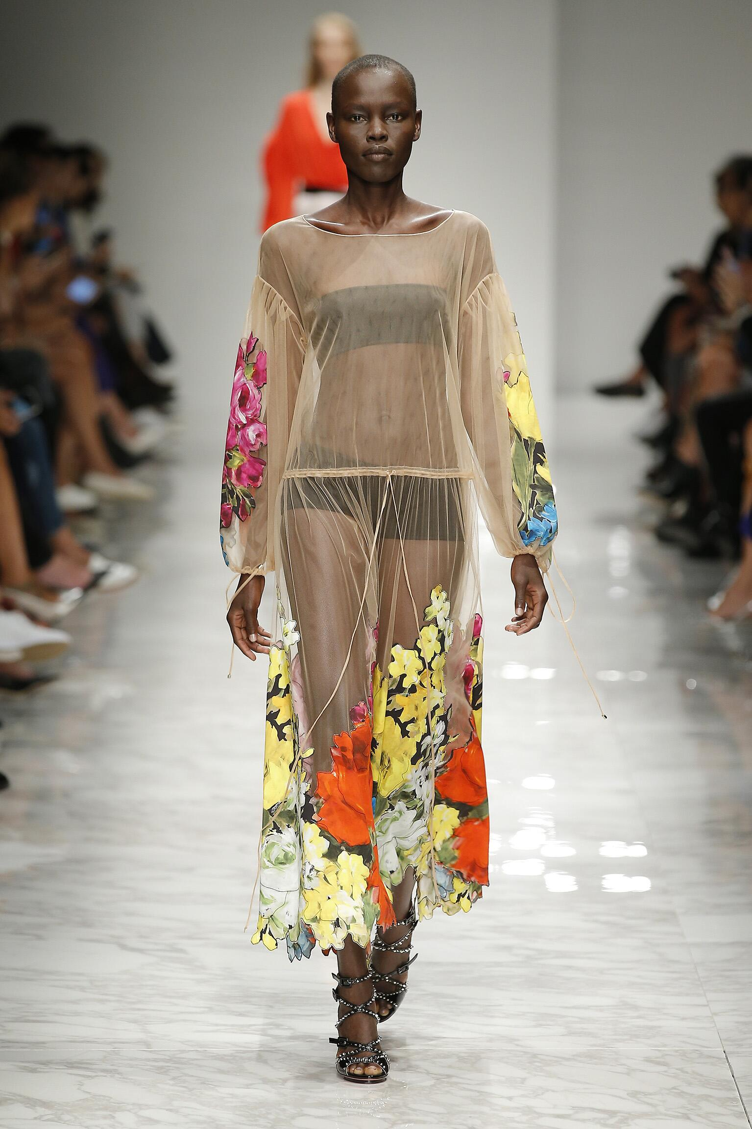 2016 Catwalk Blumarine Woman Fashion Show Summer