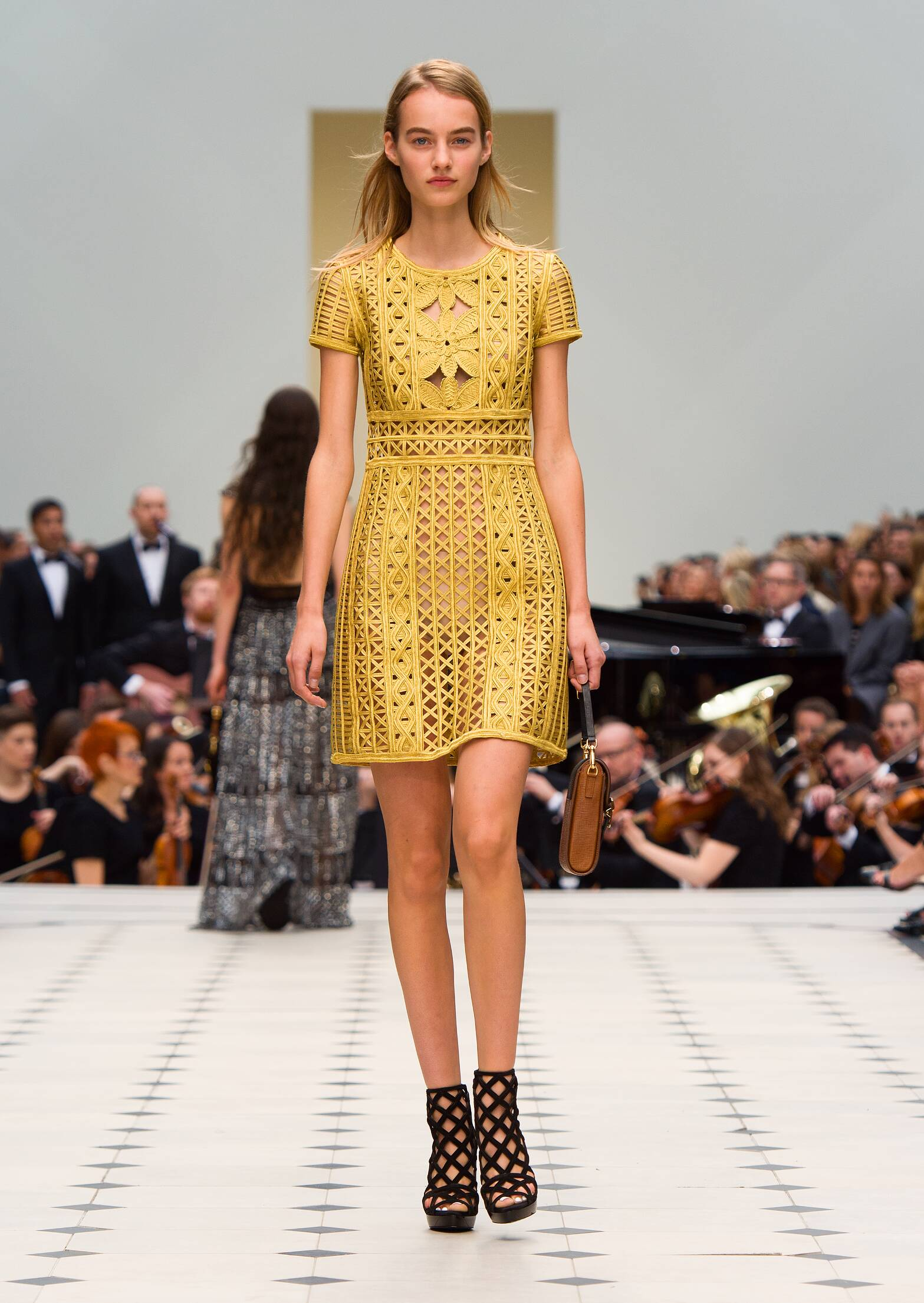 2016 Catwalk Burberry Prorsum Summer