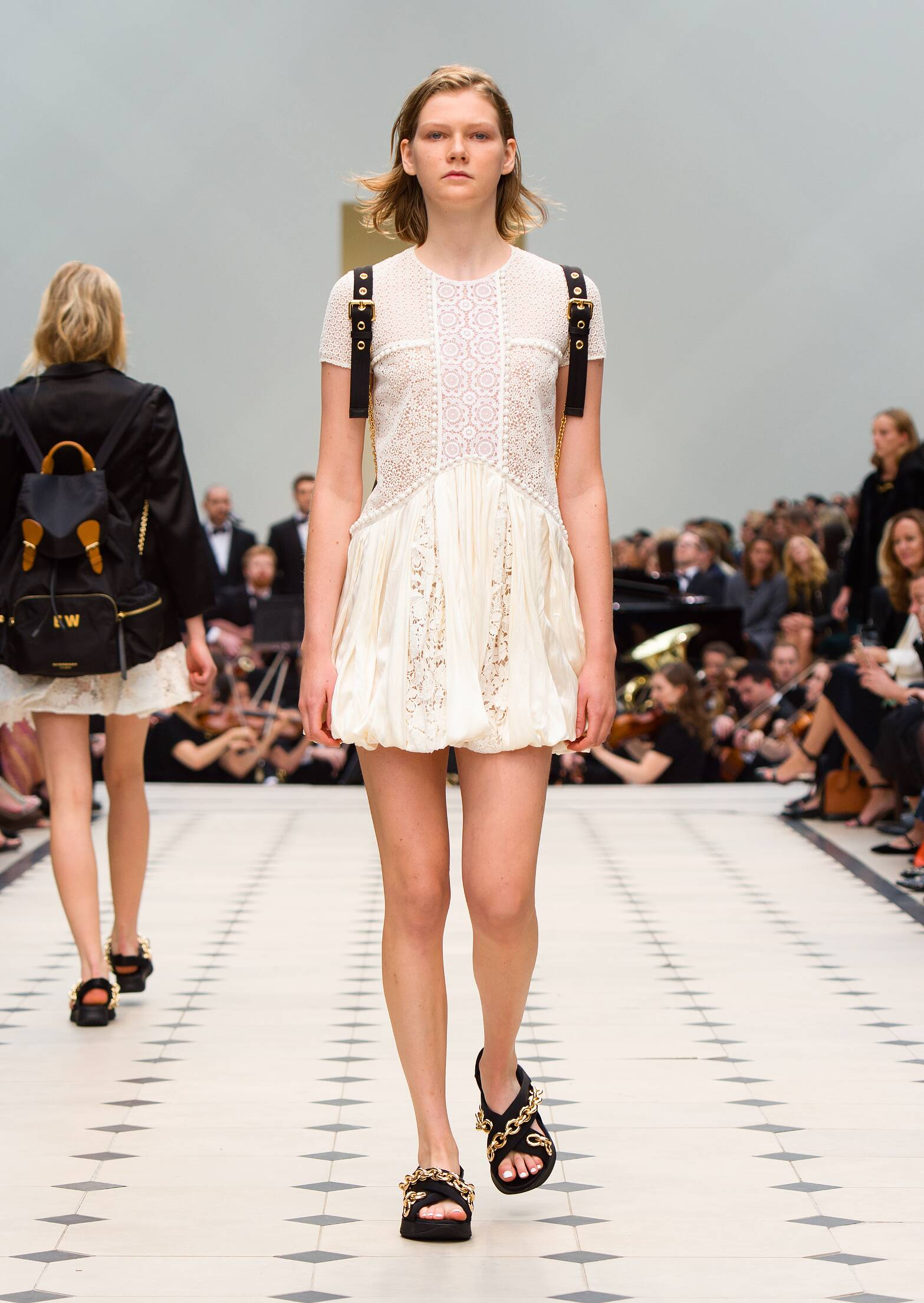 2016 Catwalk Burberry Prorsum Woman Fashion Show Summer