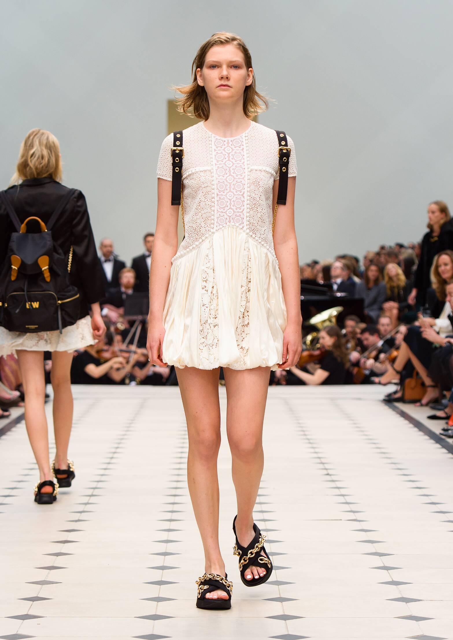 2016 Catwalk Burberry Prorsum Woman Fashion Show Summer