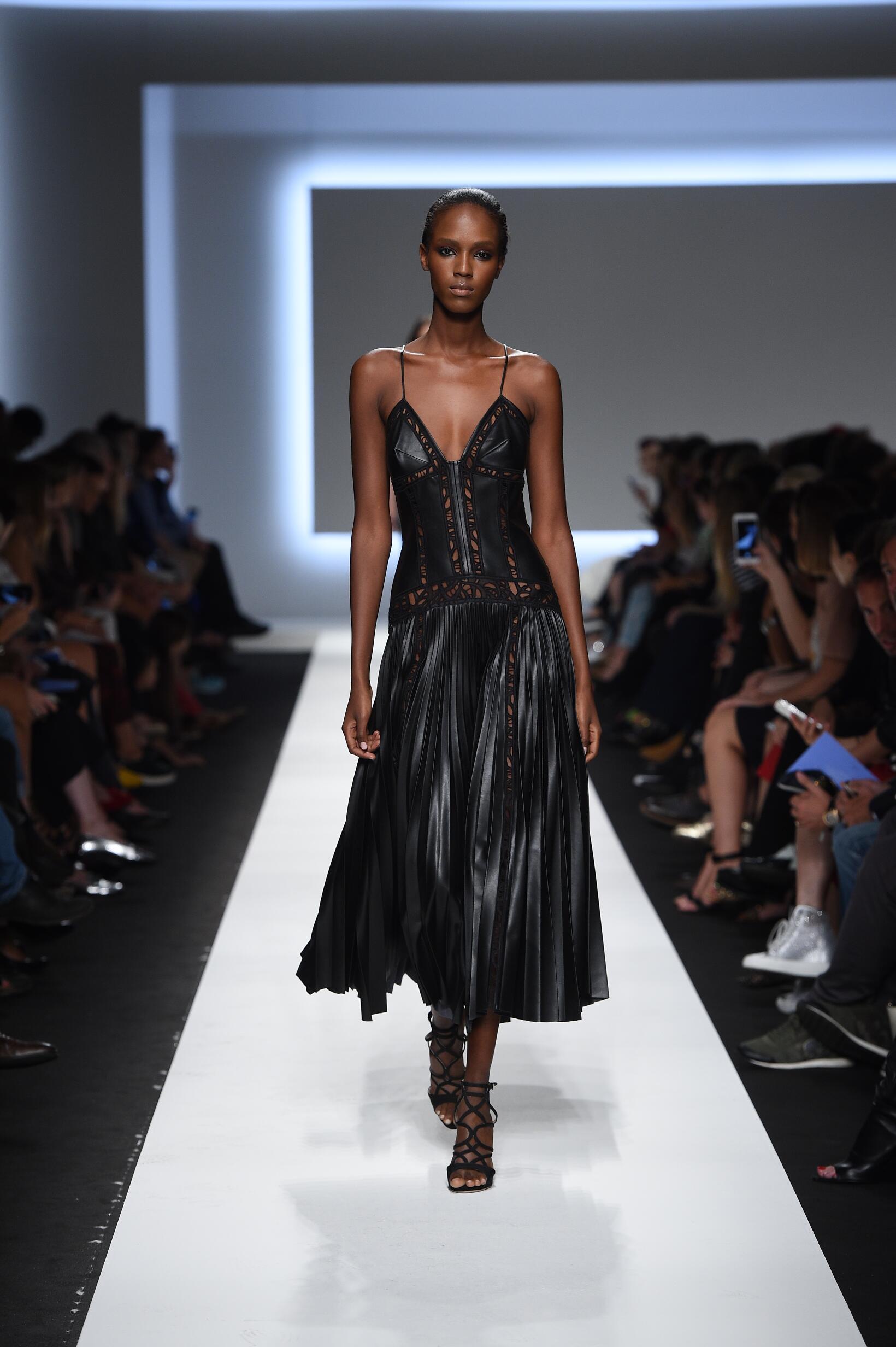2016 Catwalk Ermanno Scervino Woman Fashion Show Summer