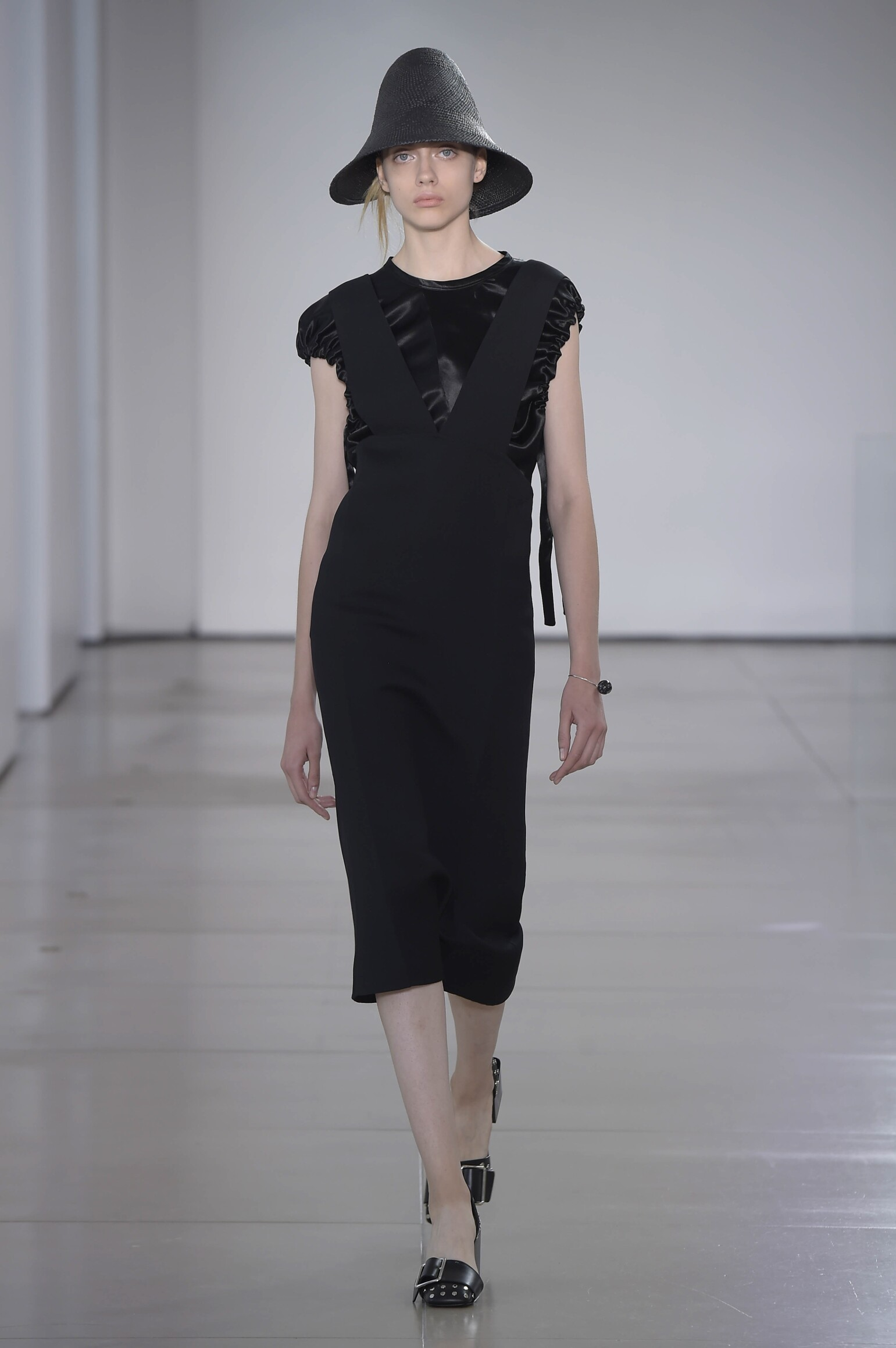 2016 Catwalk Jil Sander Woman Fashion Show Summer
