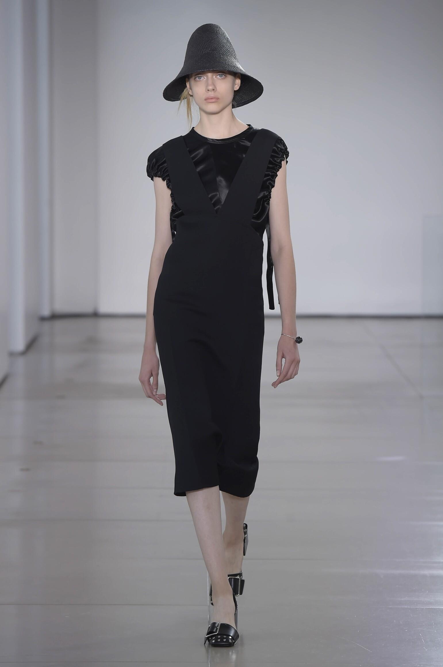 2016 Catwalk Jil Sander Woman Fashion Show Summer