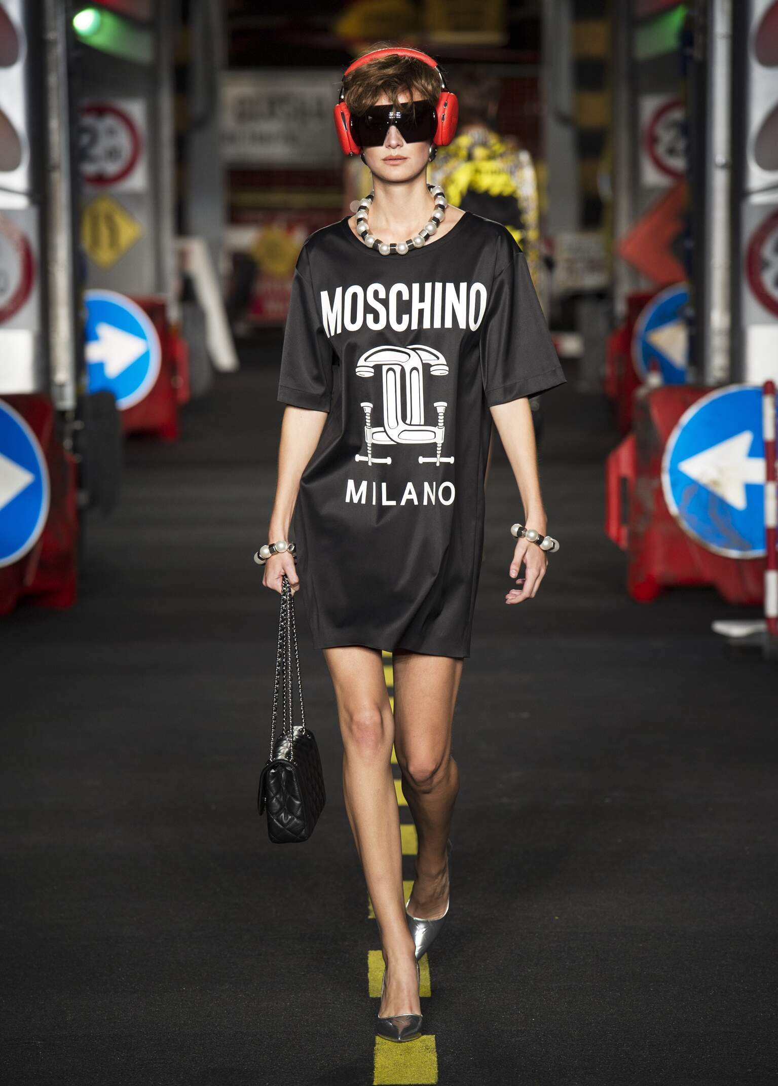 2016 Catwalk Moschino Summer