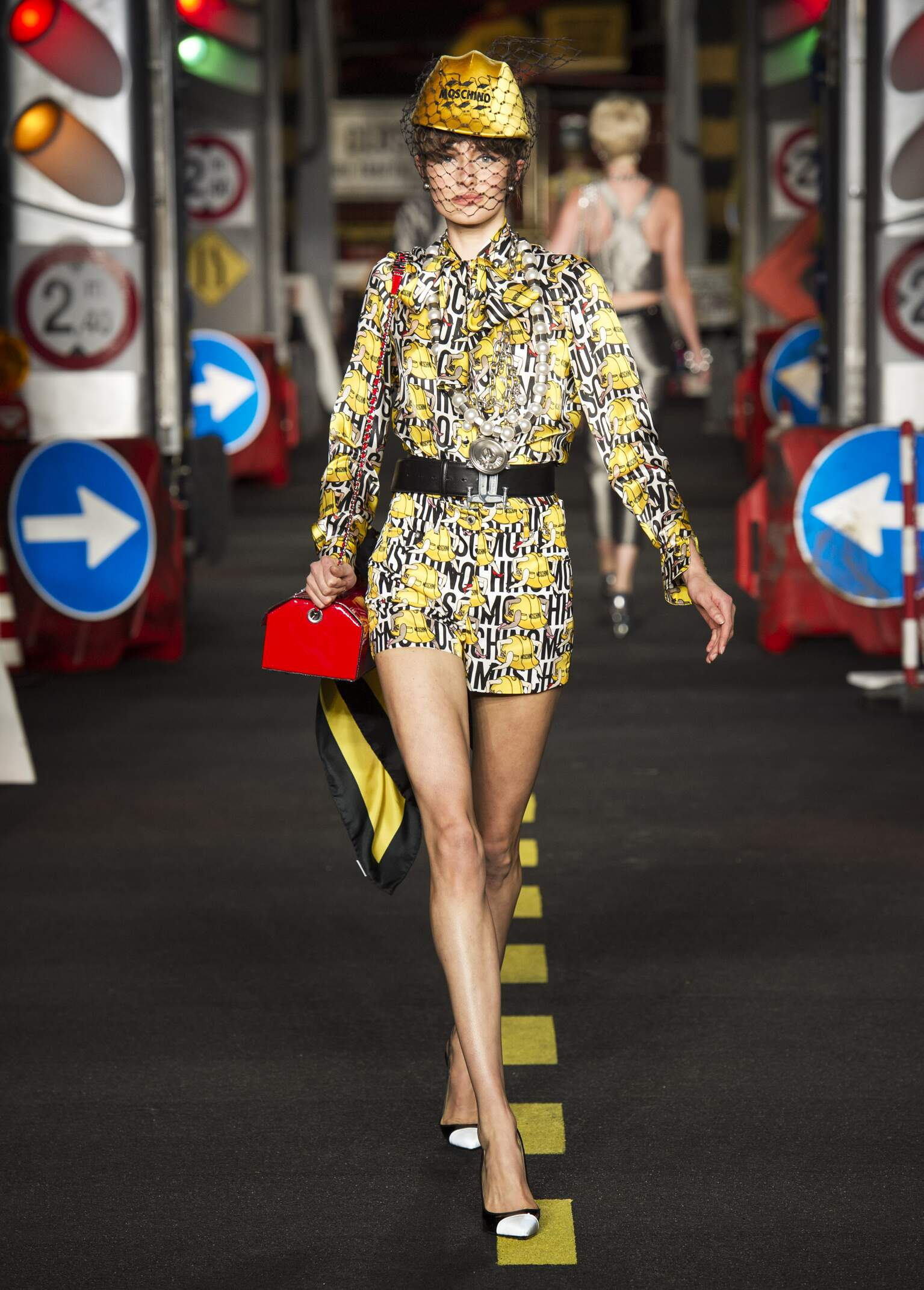 2016 Catwalk Moschino Woman Fashion Show Summer