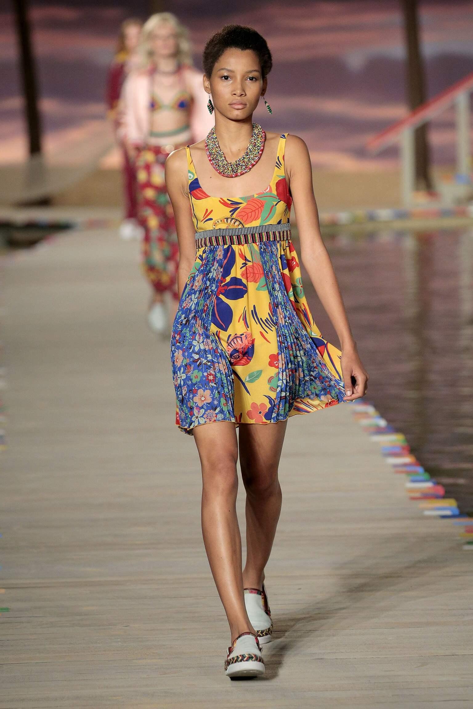2016 Catwalk Tommy Hilfiger Woman Fashion Show Summer