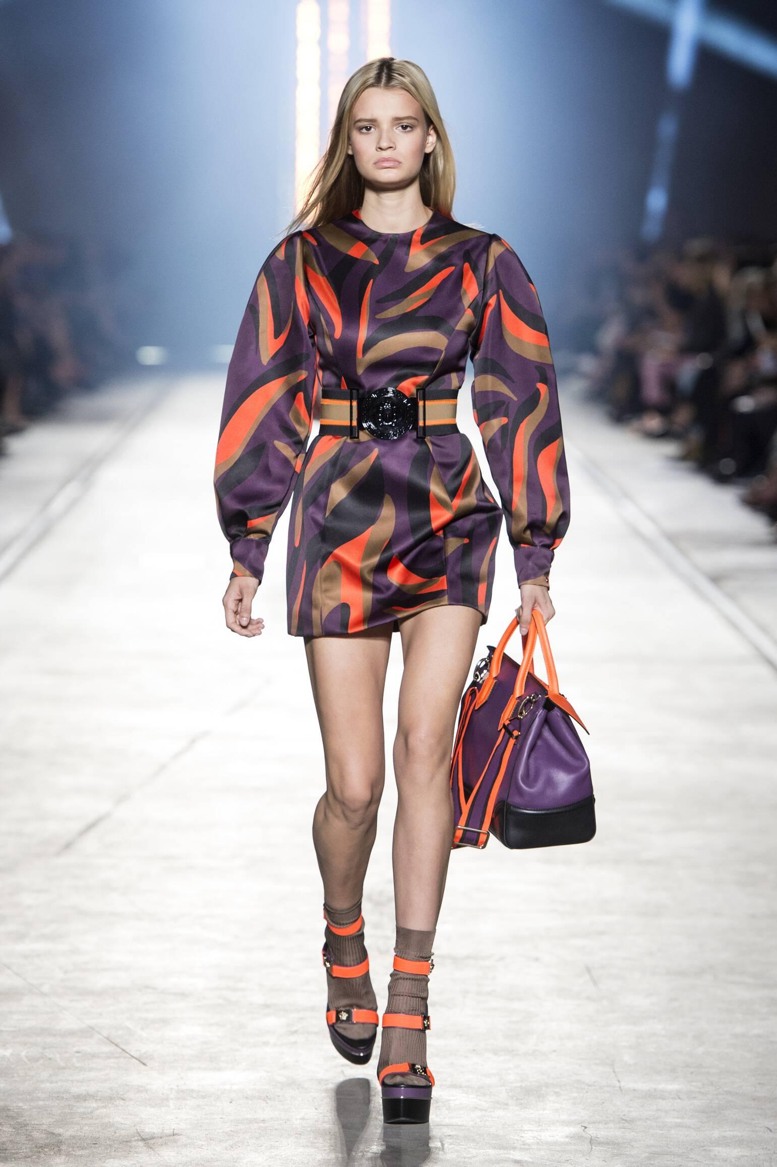 2016 Catwalk Versace Woman Fashion Show Summer