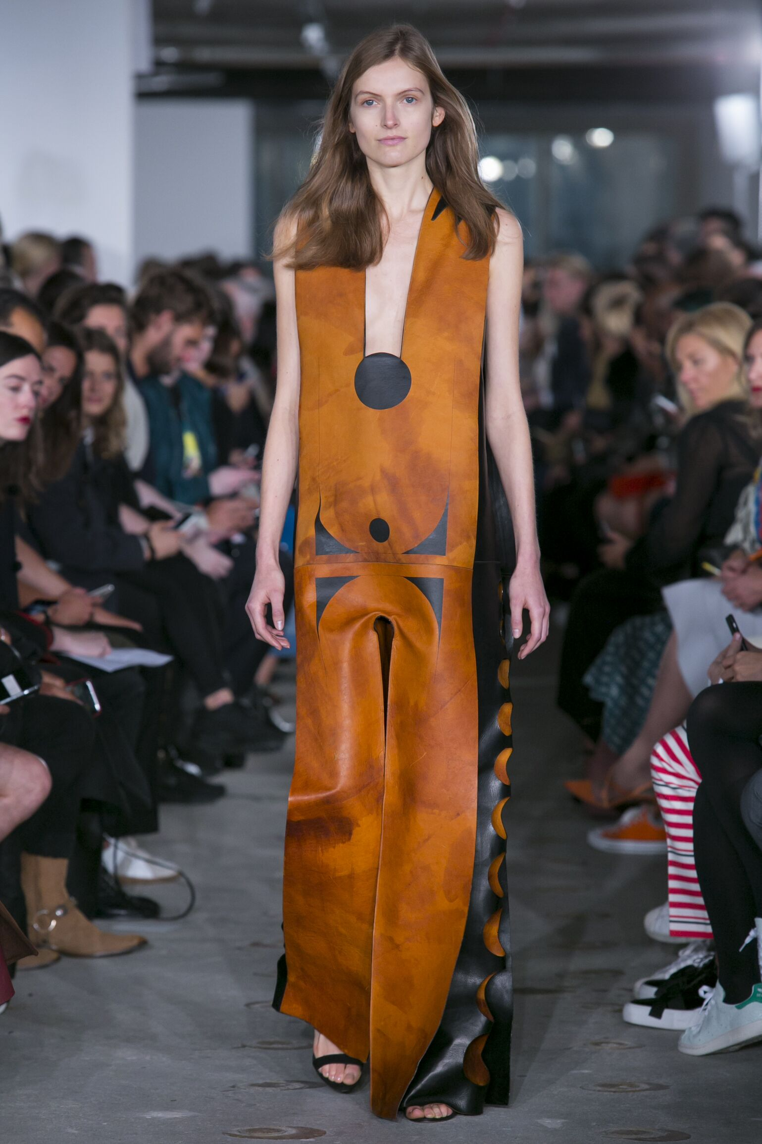 2016 Fashion Woman Model Thomas Tait Collection Catwalk