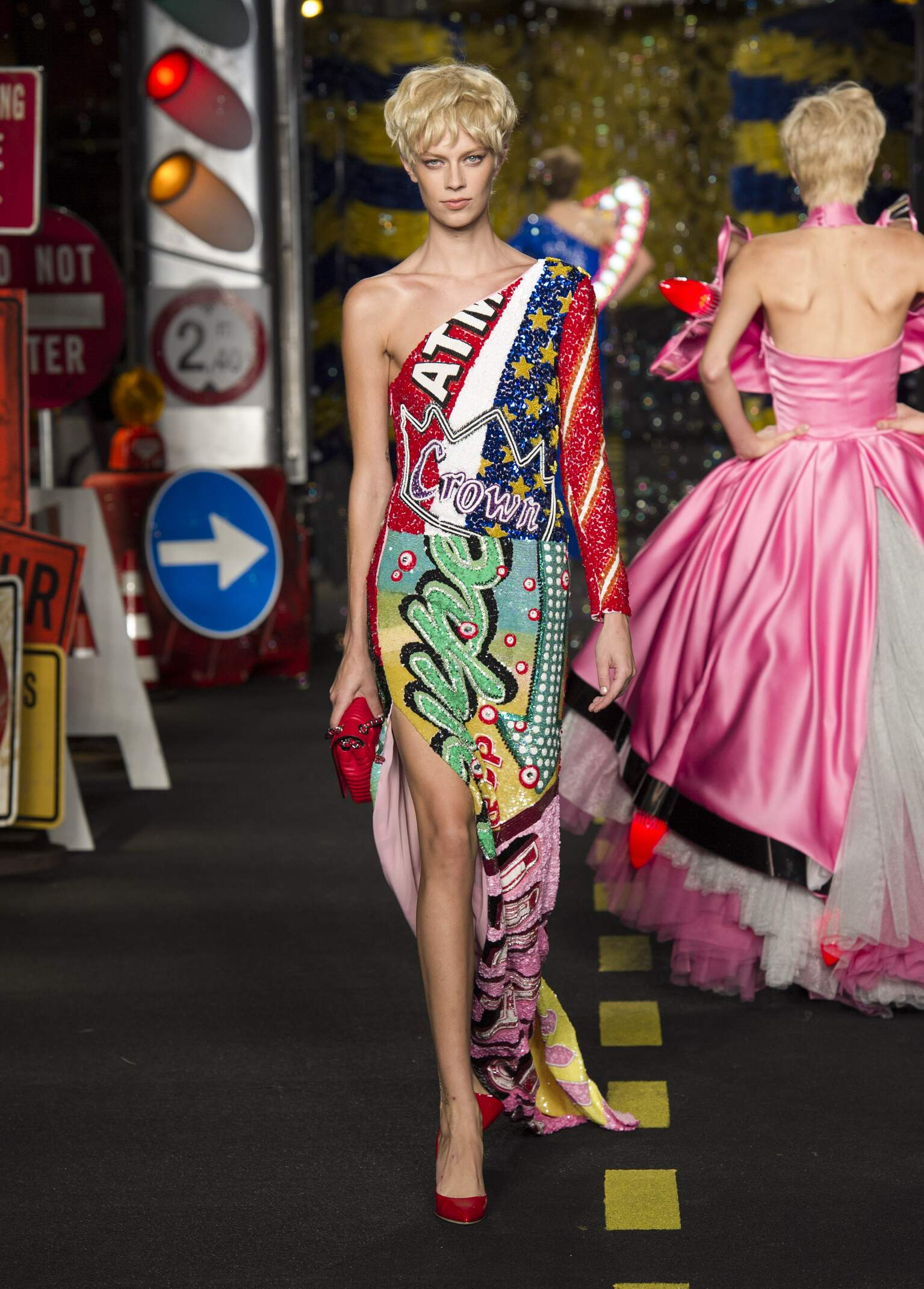 2016 Moschino Spring Catwalk Womenswear Milan