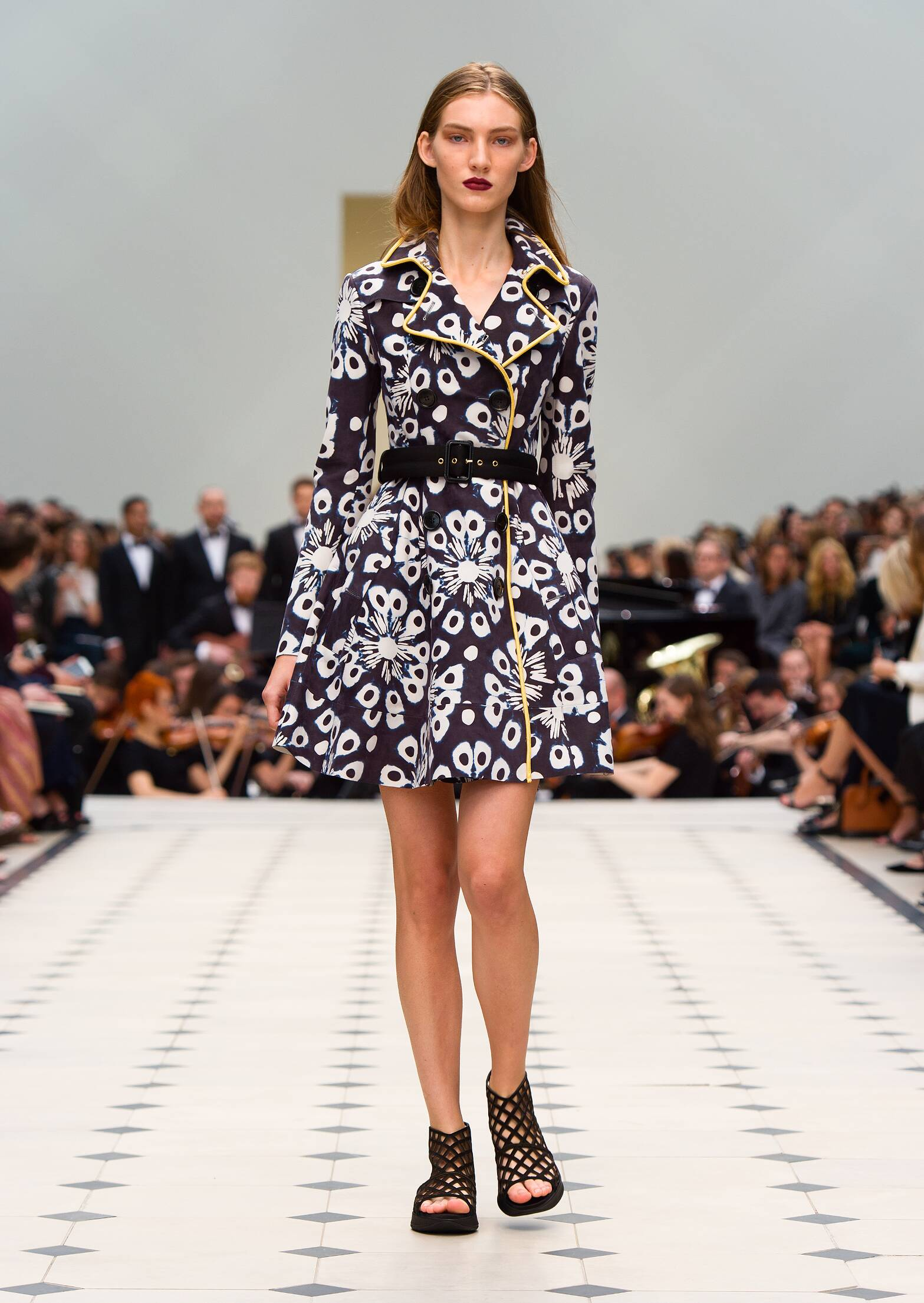 Burberry Prorsum Summer 2016 Catwalk
