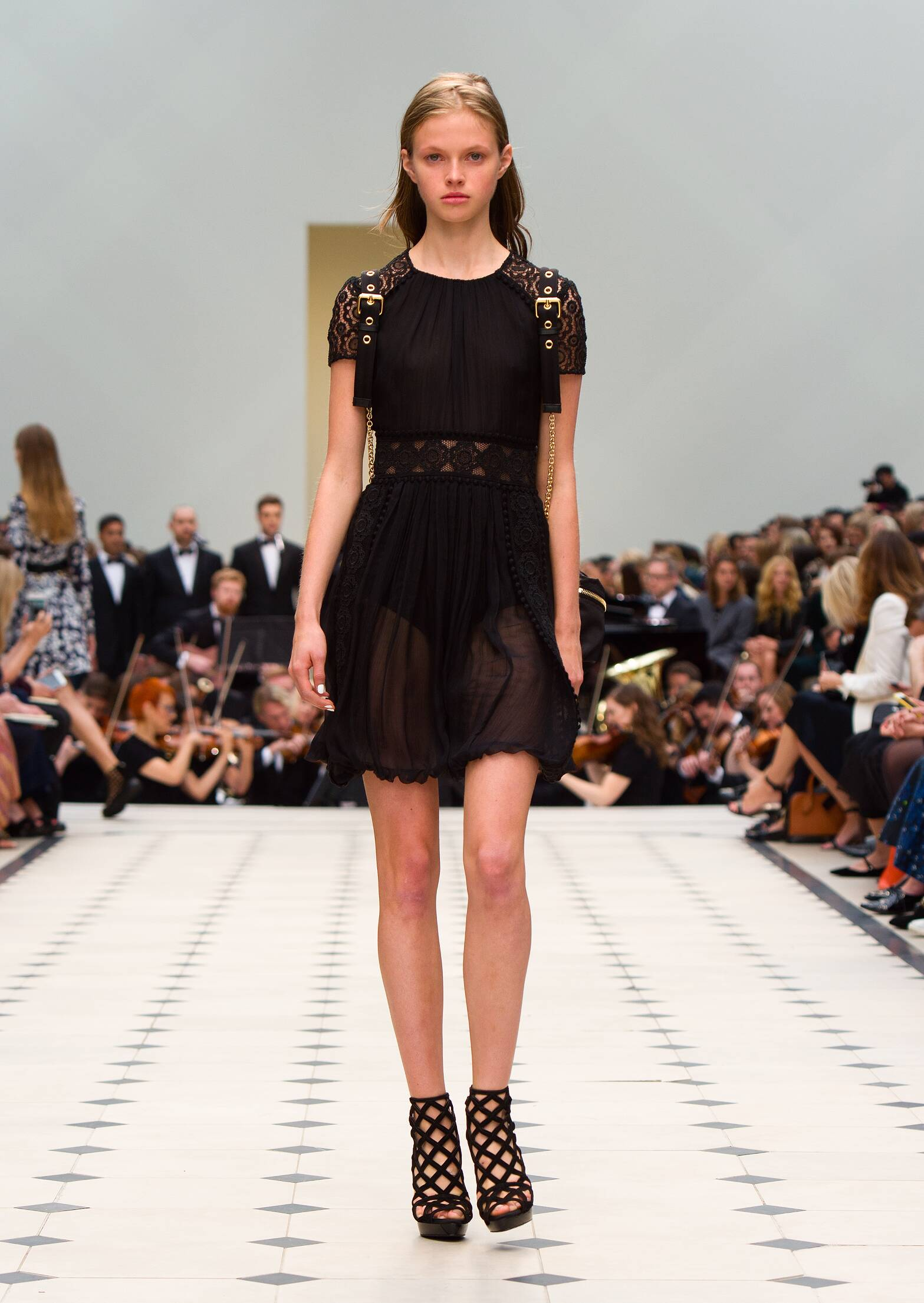 Catwalk Burberry Prorsum Woman Fashion Show Summer 2016
