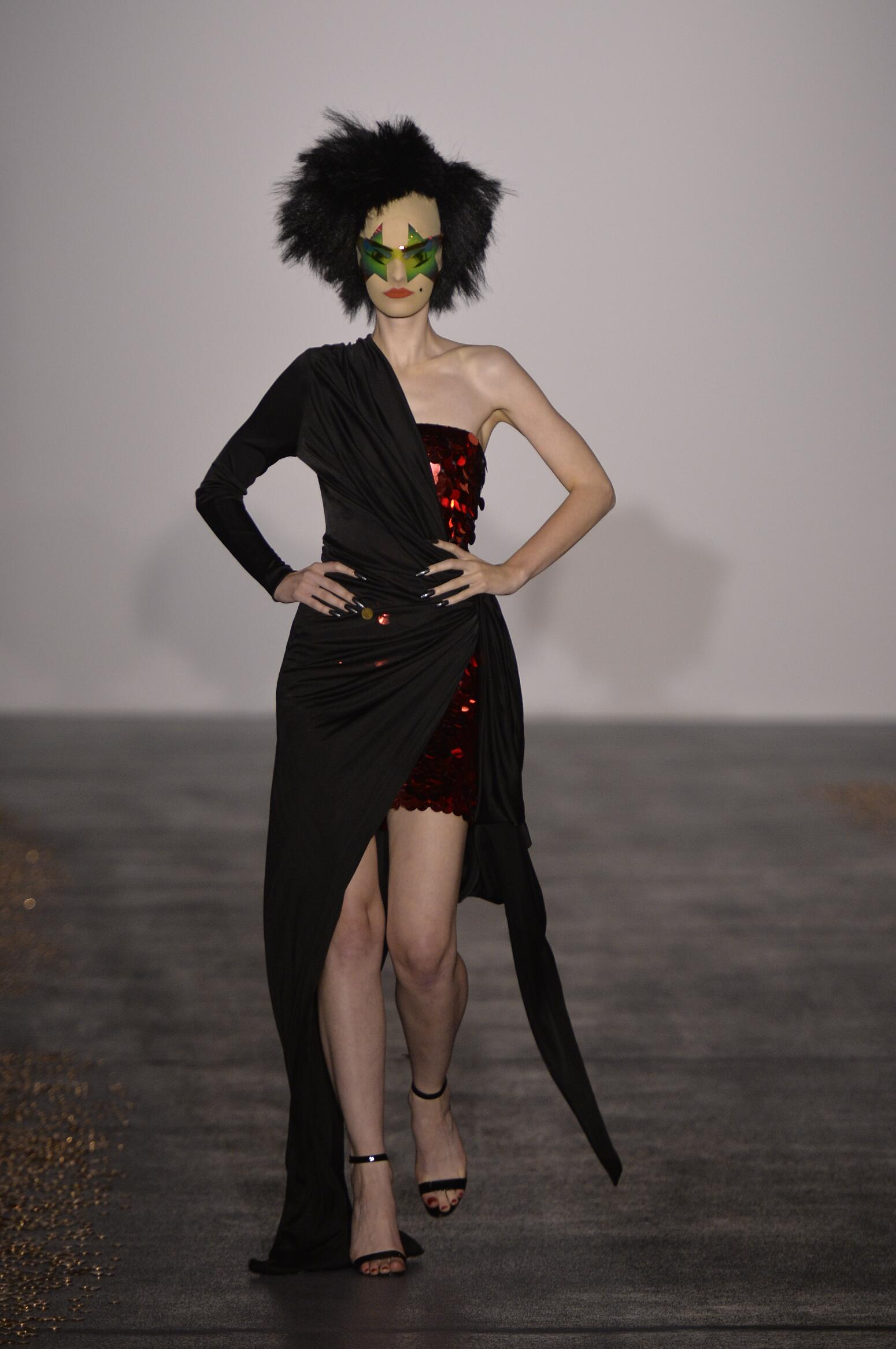 Catwalk Gareth Pugh Spring Summer 2016 Women's Collection London Fashion Week