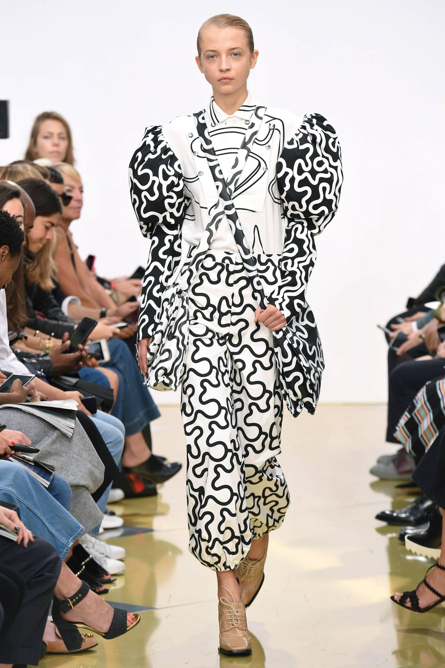 Catwalk J.W. Anderson Spring Summer 2016 Women's Collection London Fashion Week