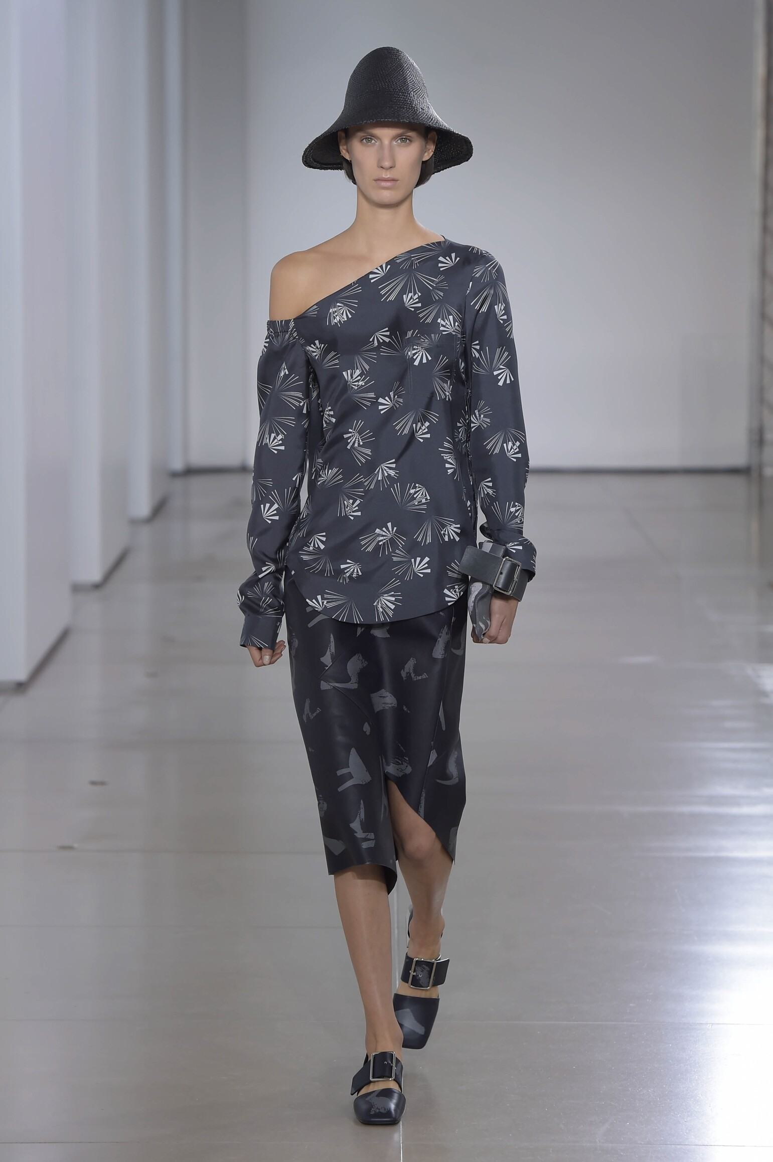 Catwalk Jil Sander Woman Fashion Show Summer 2016