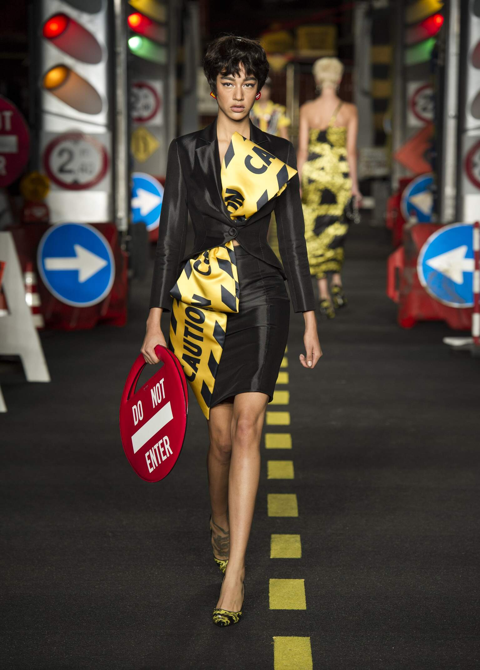 Catwalk Moschino Woman Fashion Show Summer 2016