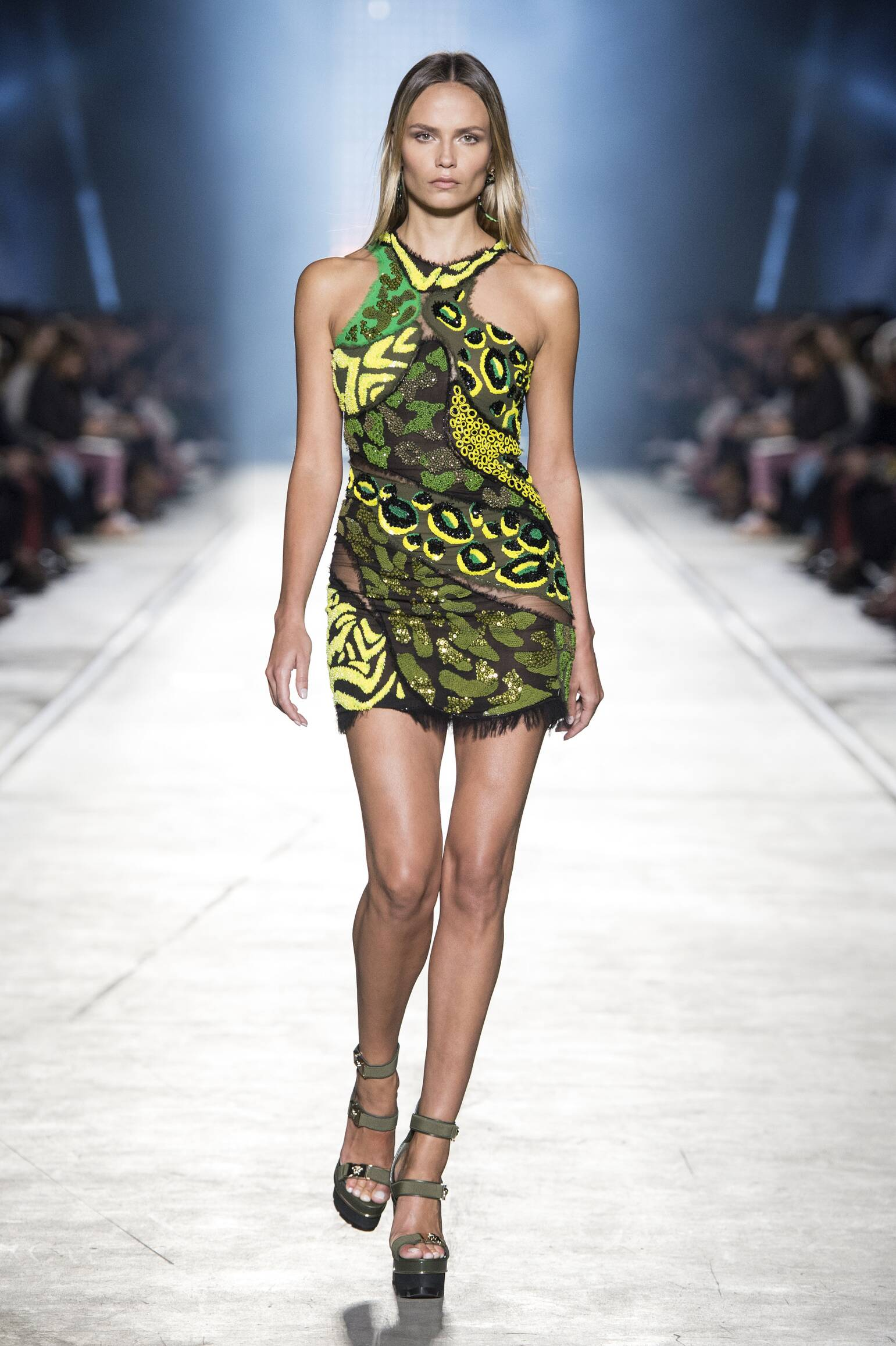 Catwalk Versace Summer 2016 Milan