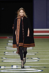 TOMMY HILFIGER FALL WINTER 2015-16 WOMEN'S COLLECTION – NEW YORK FASHION WEEK