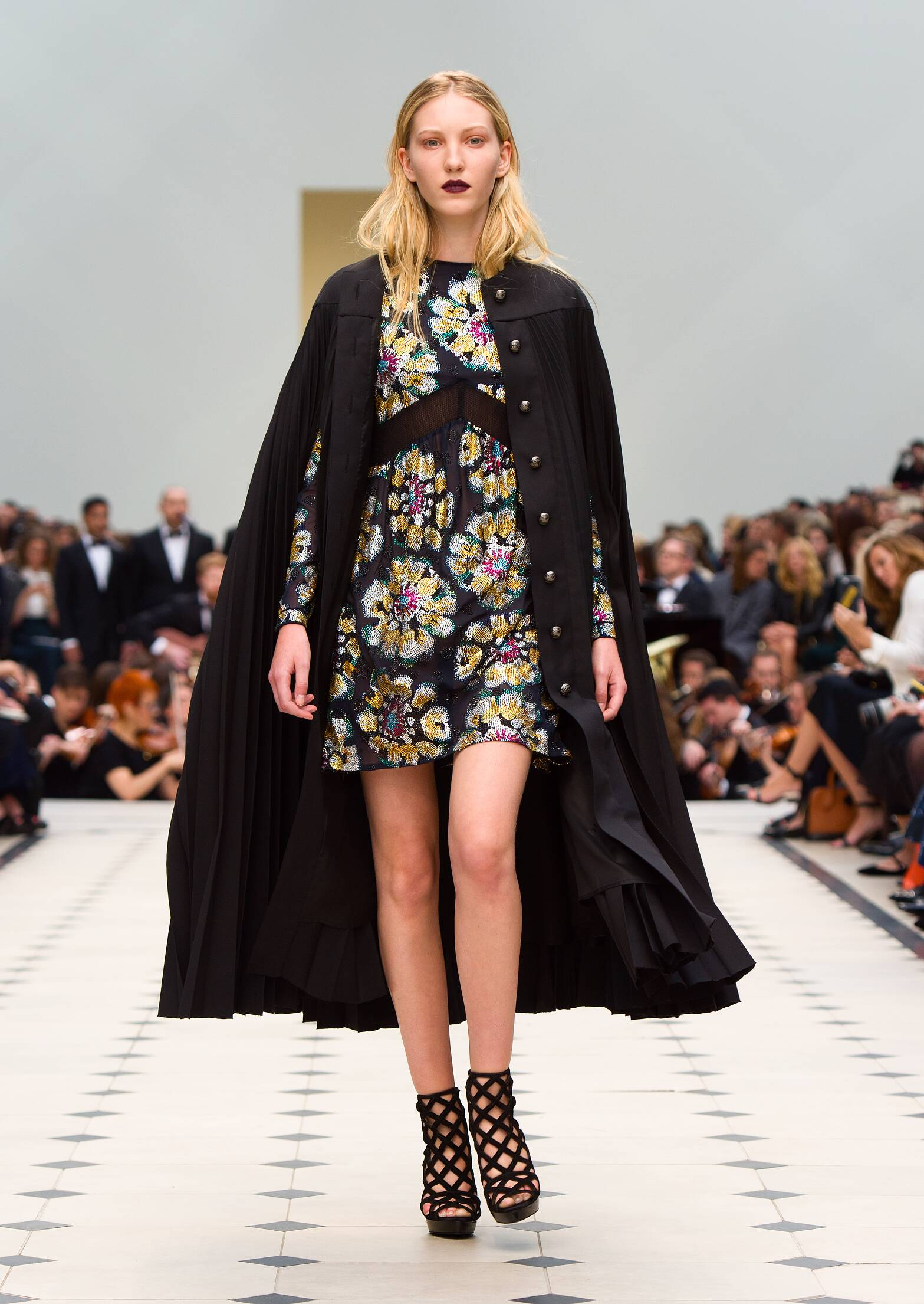 Fashion 2016 Catwalk Burberry Prorsum Summer